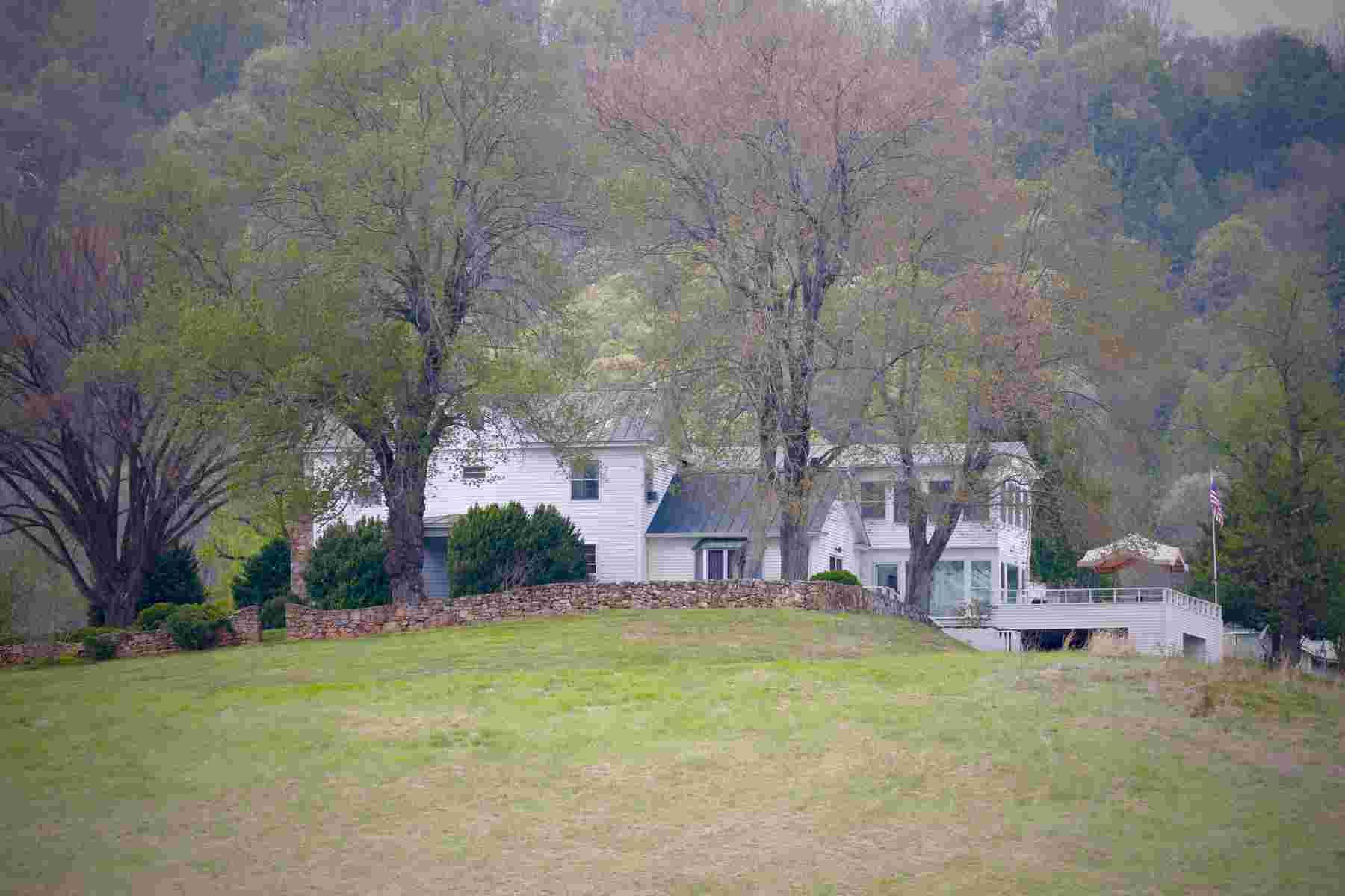 Vivienda unifamiliar por un Venta en 399 Castleton Ford Road, Castleton 399 Castleton Ford Rd Castleton, Virginia, 22716 Estados Unidos