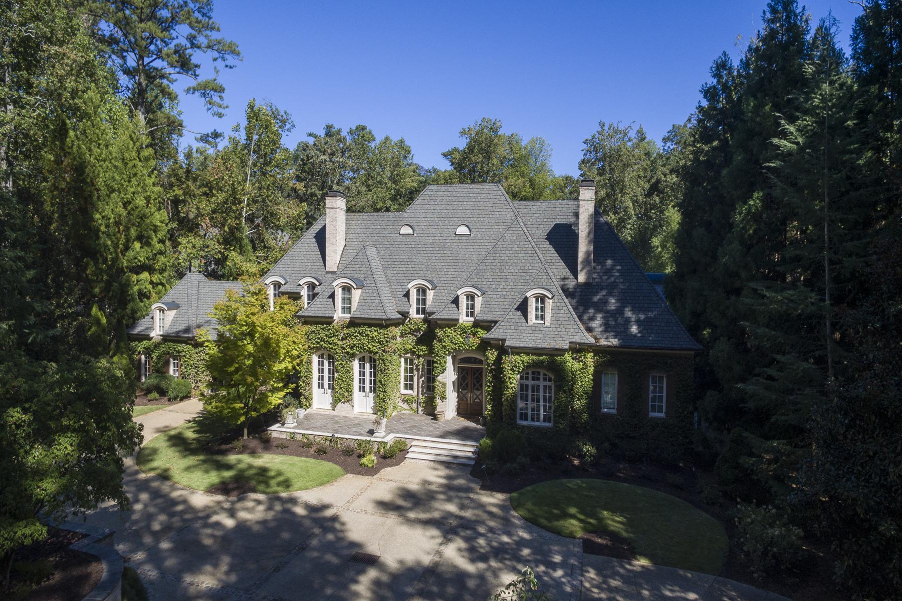 Casa para uma família para Venda às Gorgeous Gated Estate Property With Separate Large Guest House 714 W Conway Drive NW Buckhead, Atlanta, Geórgia, 30327 Estados Unidos