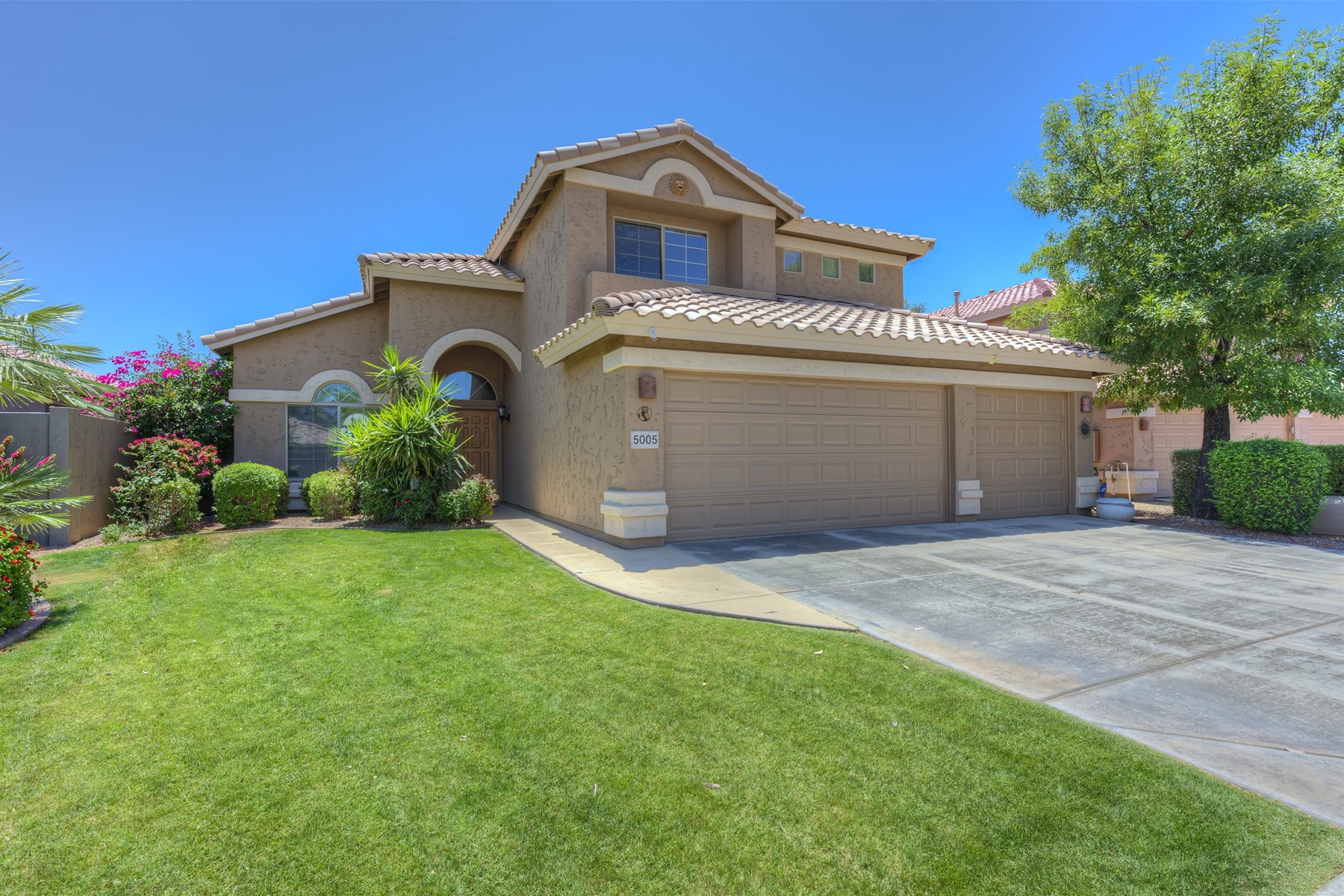 Single Family Home for Sale at Fabulous remodeled home in Triple Crown Subdivision 5005 E Libby St Scottsdale, Arizona, 85254 United States