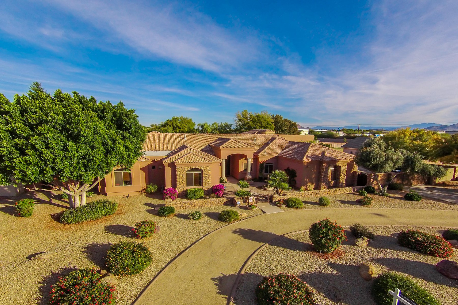 獨棟家庭住宅 為 出售 在 Elegant Mediterranean estate within the custom community of Somerset Estates 3914 E Omega Cir Mesa, 亞利桑那州, 85215 美國