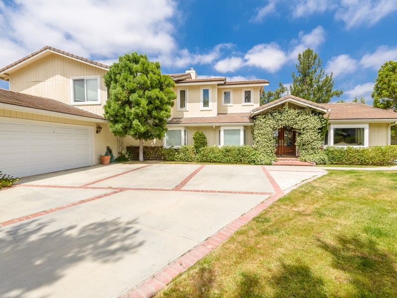 Single Family Home for Sale at 5845 Hilltop Rd. Hidden Hills, California, 91302 United States
