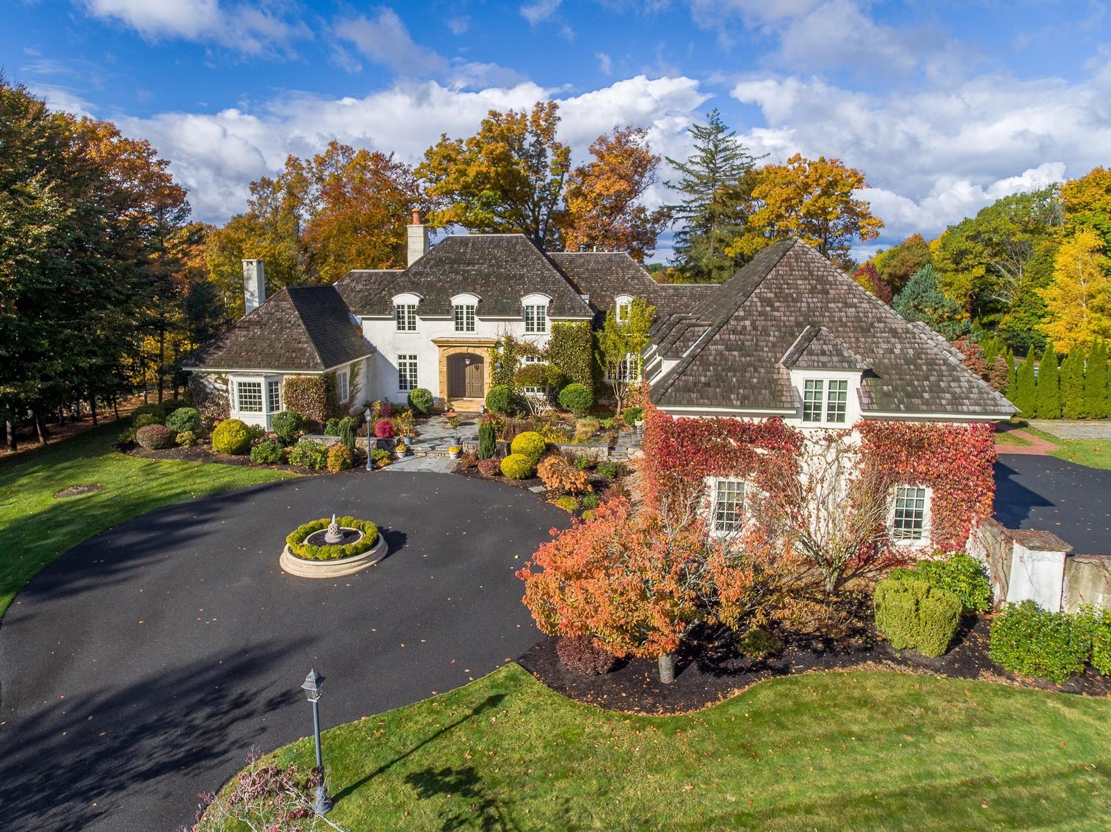 独户住宅 为 销售 在 French Country Manor 57 Walnut Road 温翰姆, 马萨诸塞州 01984 美国