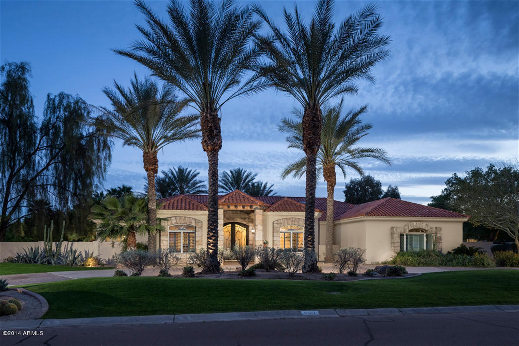 Casa Unifamiliar por un Venta en Beautifully updated home in Paradise Valley 6501 E Caron Dr Paradise Valley, Arizona, 85253 Estados Unidos
