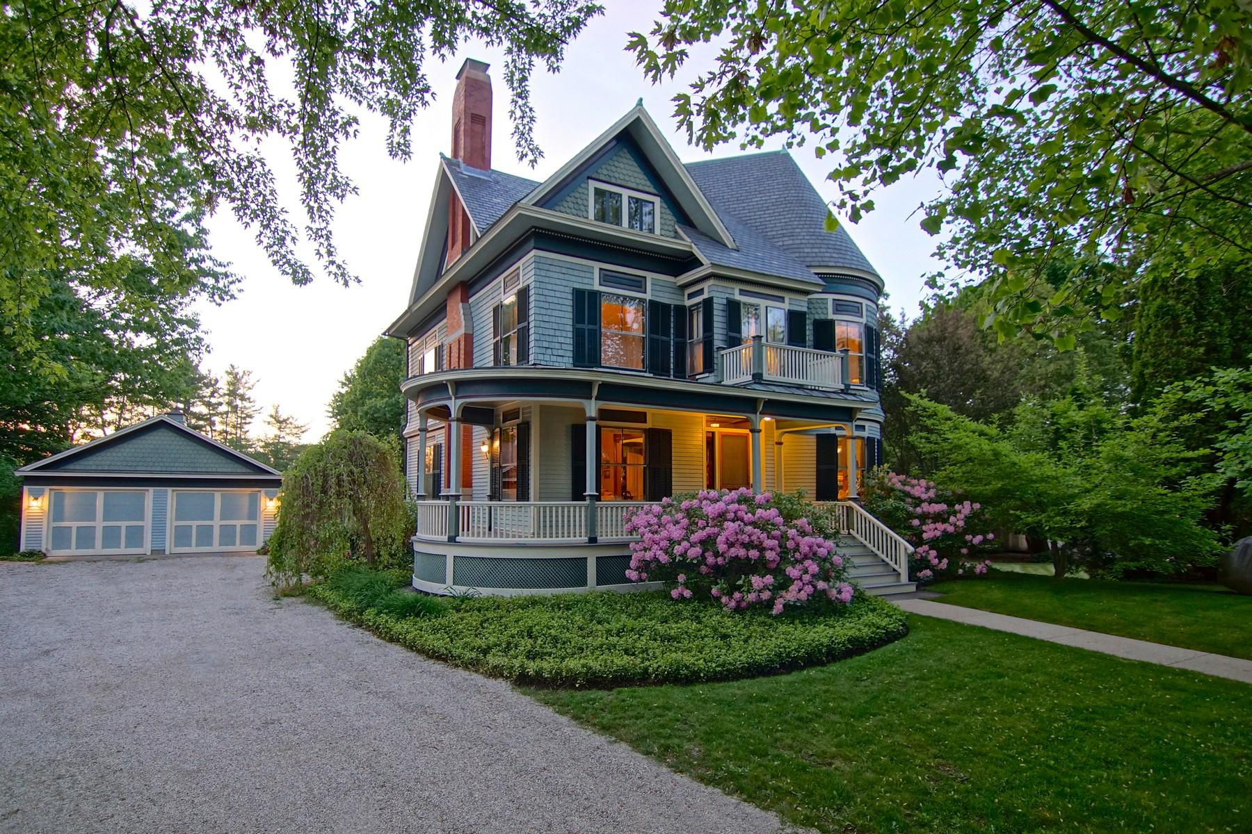 단독 가정 주택 용 매매 에 Queen Anne Style Colonial Revival Victoran 660 Middle Street Portsmouth, 뉴햄프셔, 03801 미국
