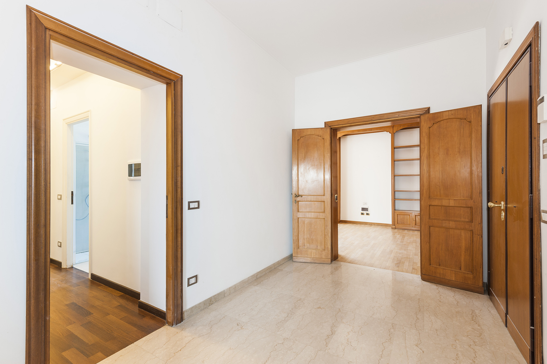 Additional photo for property listing at Bright penthouse short walk to the Vatican Rome, Rome Italie