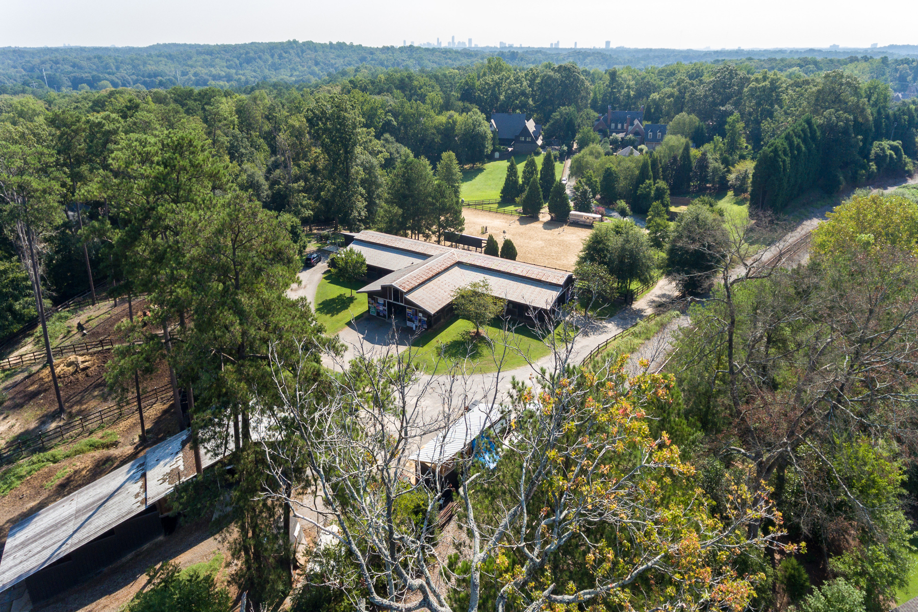 Additional photo for property listing at Sophisticated Virginia Country Home 4550 Polo Lane SE Atlanta, Джорджия 30339 Соединенные Штаты