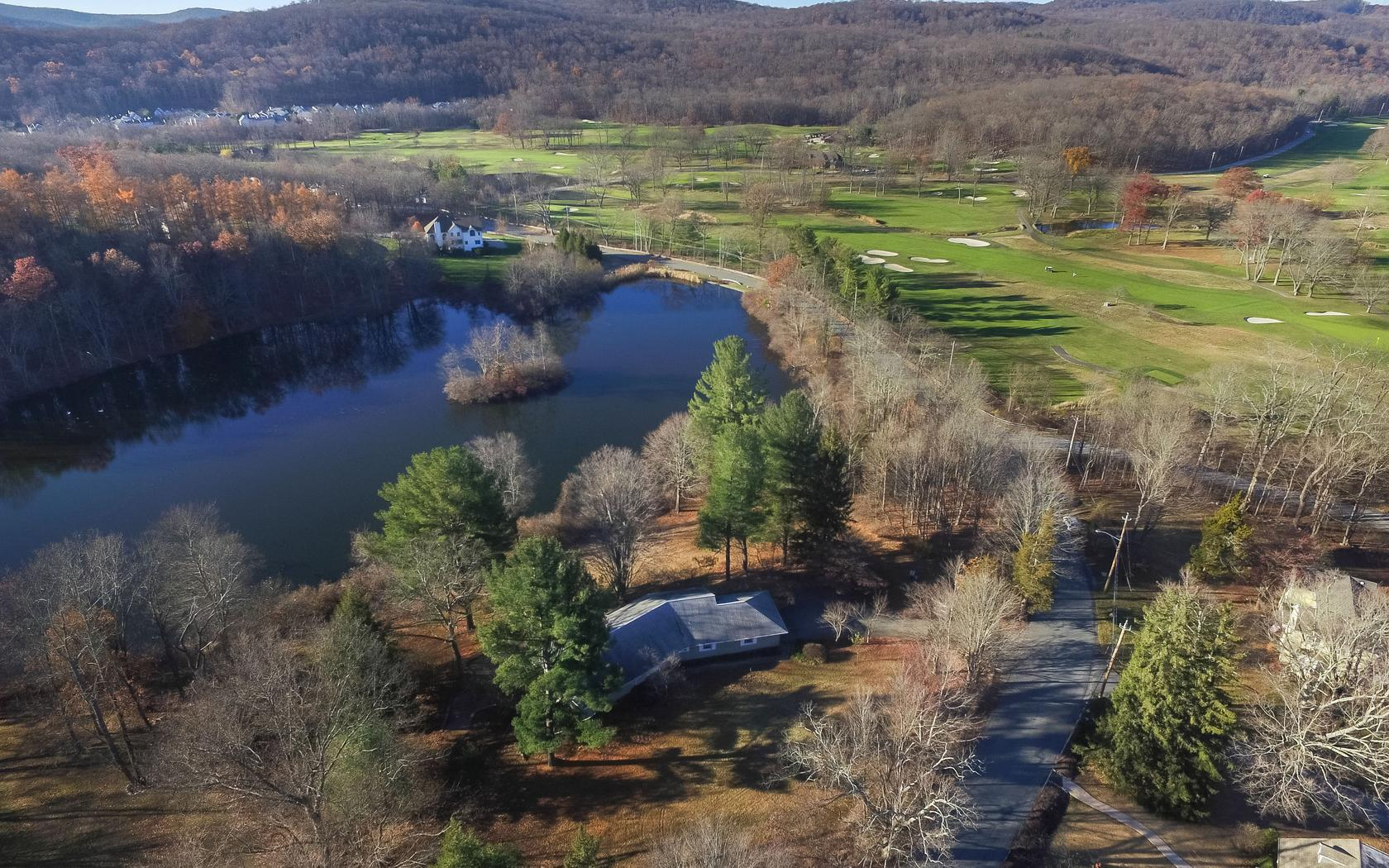 Additional photo for property listing at Pondside 607 Eagle Valley Road Tuxedo Park, New York 10987 United States