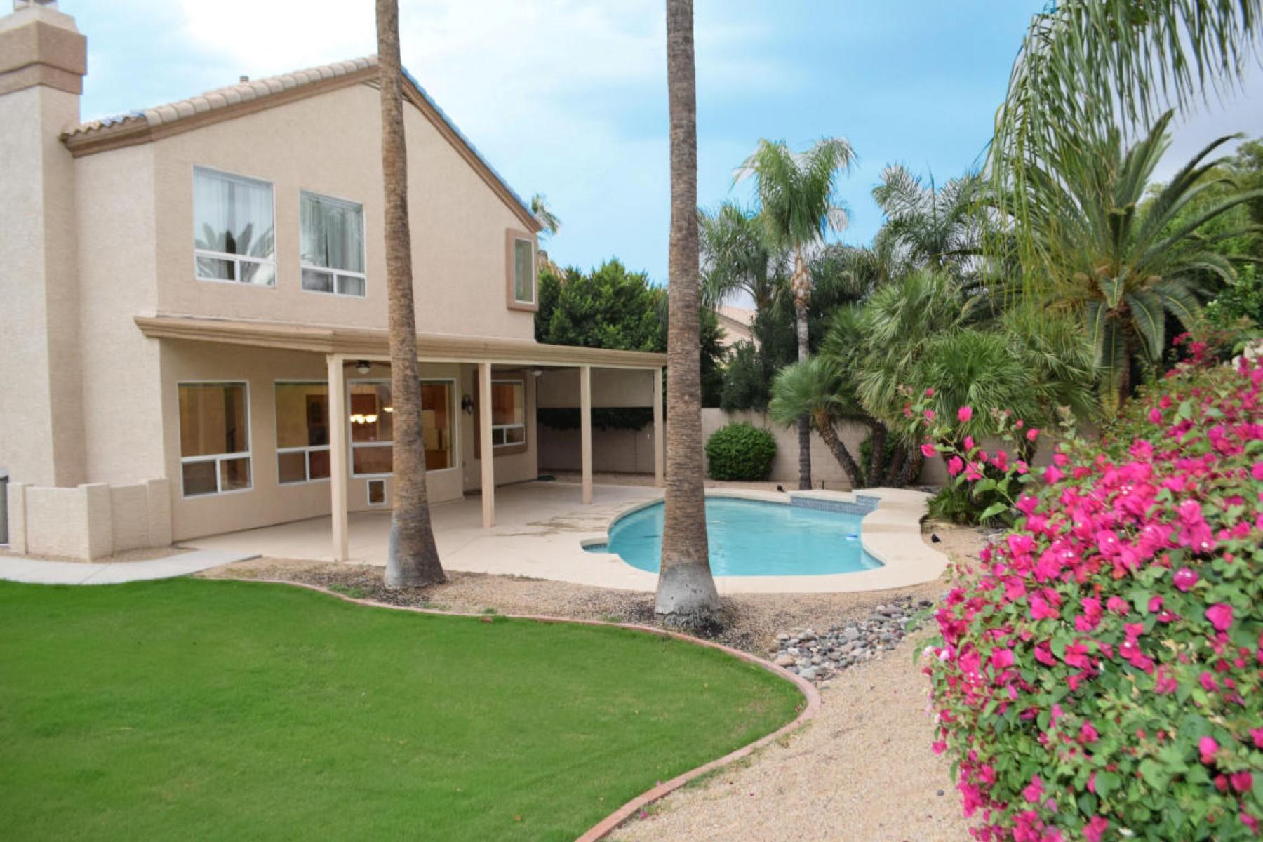 Casa para uma família para Venda às Fantastic updated home in Phoenix 5442 E Anderson Dr Scottsdale, Arizona, 85254 Estados Unidos