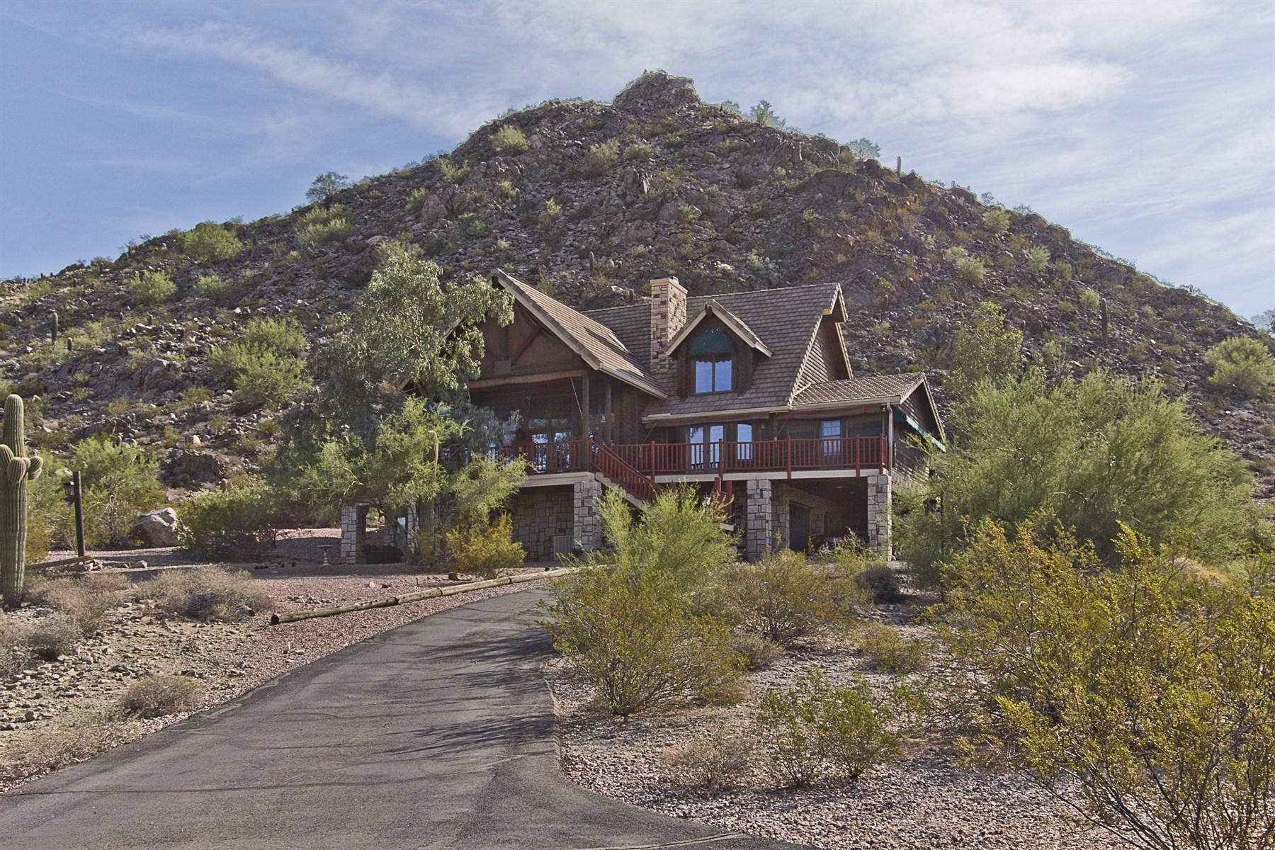 Casa para uma família para Venda às Stunning log home estate on 10 acres nestled into the beautiful Santan Mountains 31545 N Pamela Dr Queen Creek, Arizona 85142 Estados Unidos