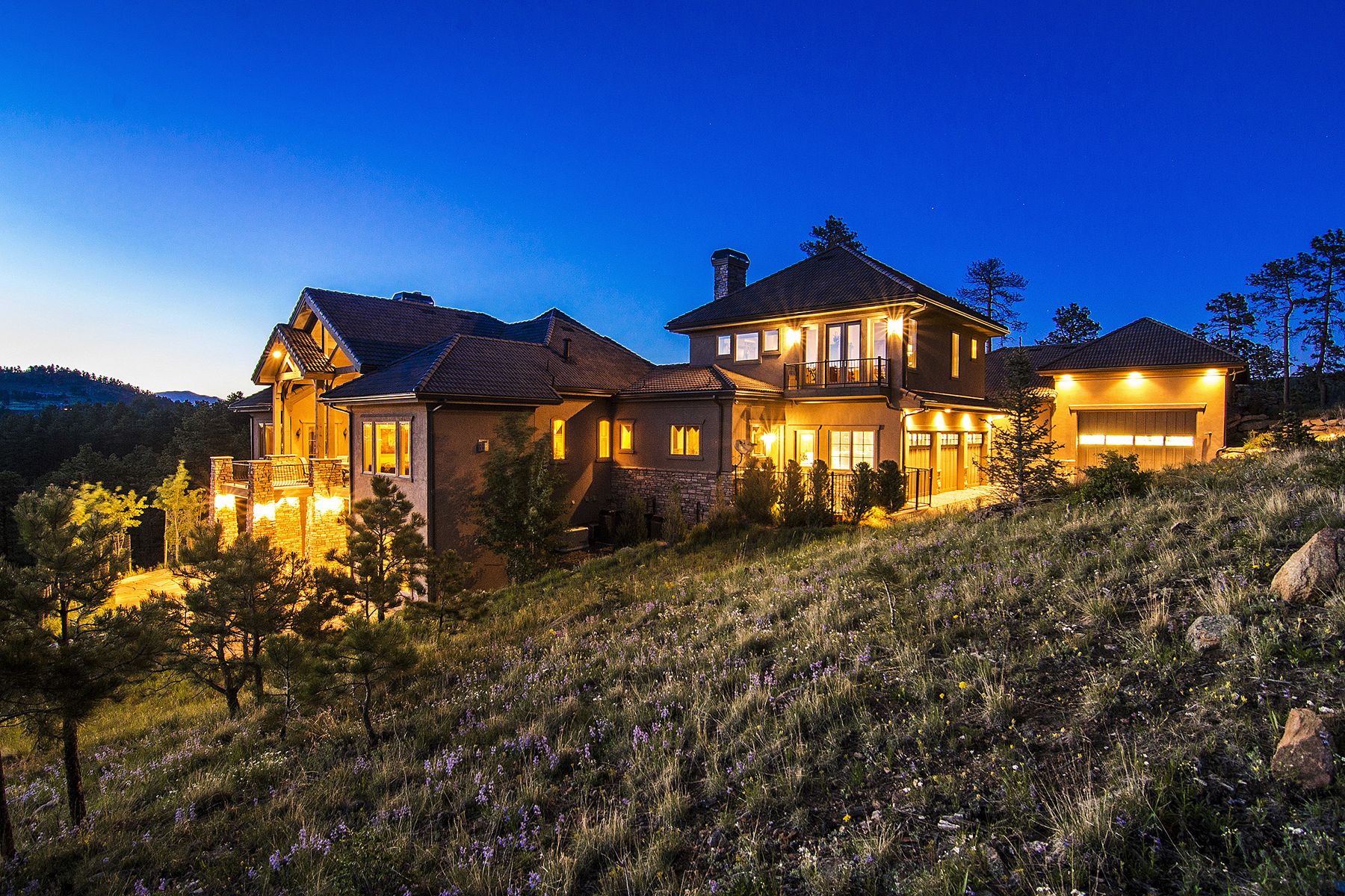 Maison unifamiliale pour l Vente à Custom Home With Incredible Views 1325 Silver Rock Lane Evergreen, Colorado 80439 États-Unis