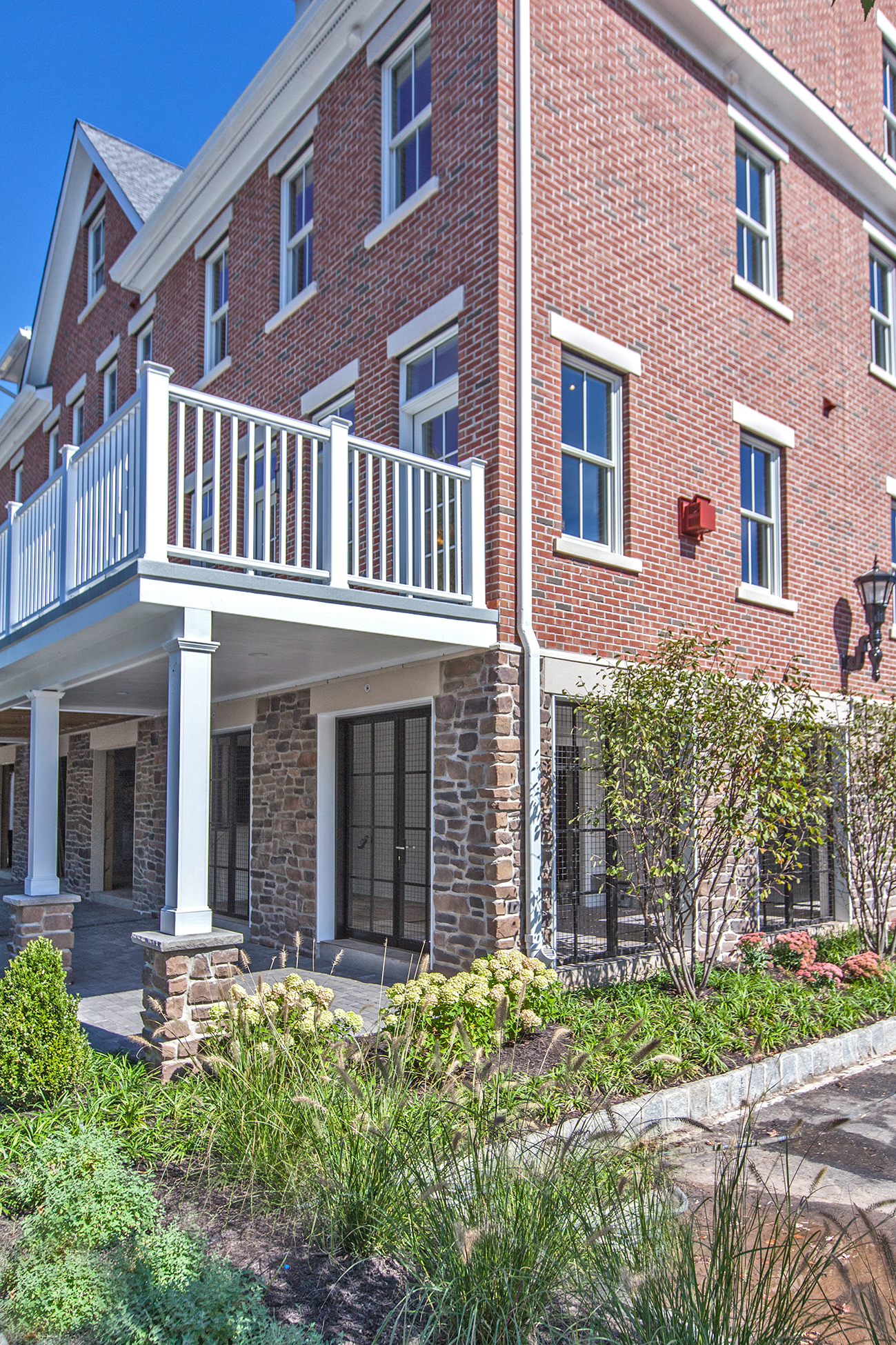 Additional photo for property listing at Twenty Outstanding Waterfront Townhouses 7 2nd Street B1 Frenchtown, New Jersey 08825 United States