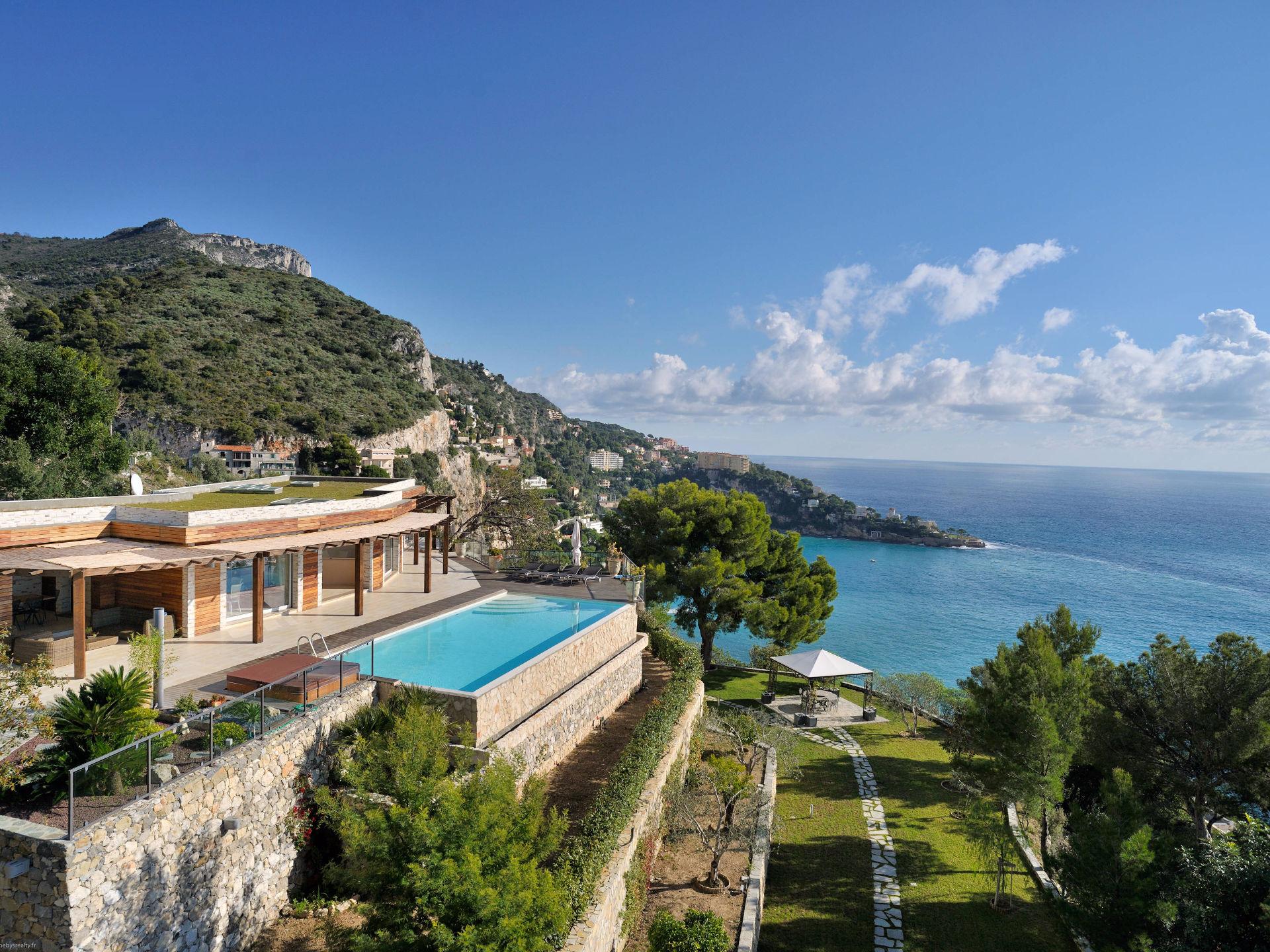 Einfamilienhaus für Verkauf beim Contemporary villa for sale on the heights of Eze sur Mer Eze, Provence-Alpes-Cote D'Azur 06360 Frankreich
