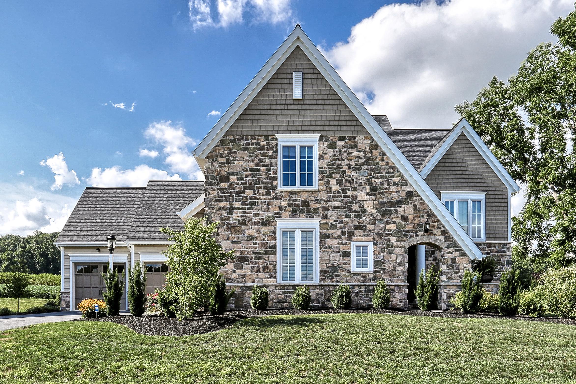 Maison unifamiliale pour l Vente à 519 E Delp Road Lancaster, Pennsylvanie 17601 États-Unis