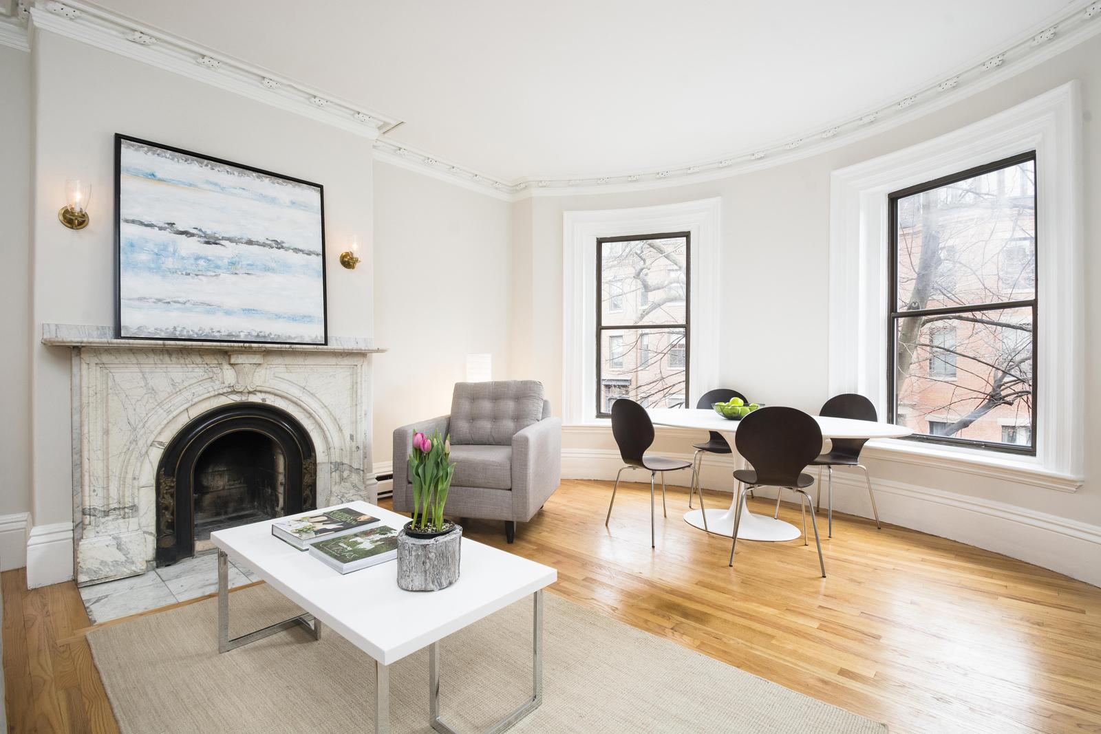Appartement en copropriété pour l Vente à 94 Waltham 94 Waltham Street Unit 4 Boston, Massachusetts, 02118 États-Unis