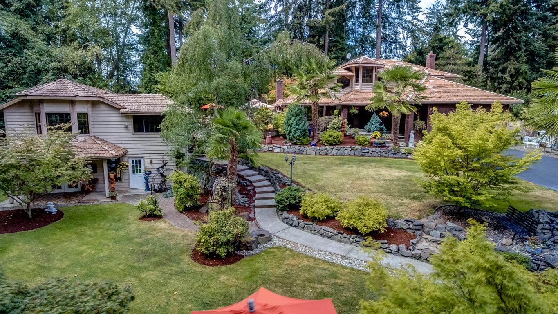 Maison unifamiliale pour l Vente à Westgate Park Arboretum Oasis 23116 102nd Pl W Edmonds, Washington, 98020 États-Unis