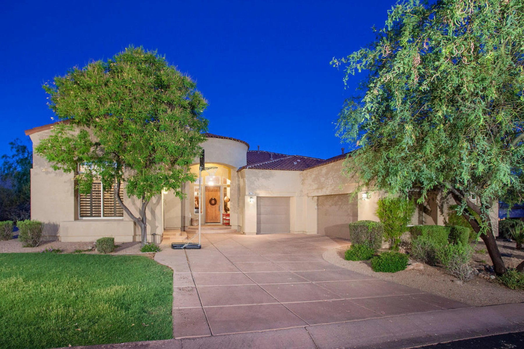 Moradia para Venda às Incredible tasteful remodeled home in the Country Club at DC Ranch 9290 E Thompson Peak #252 Scottsdale, Arizona, 85255 Estados Unidos