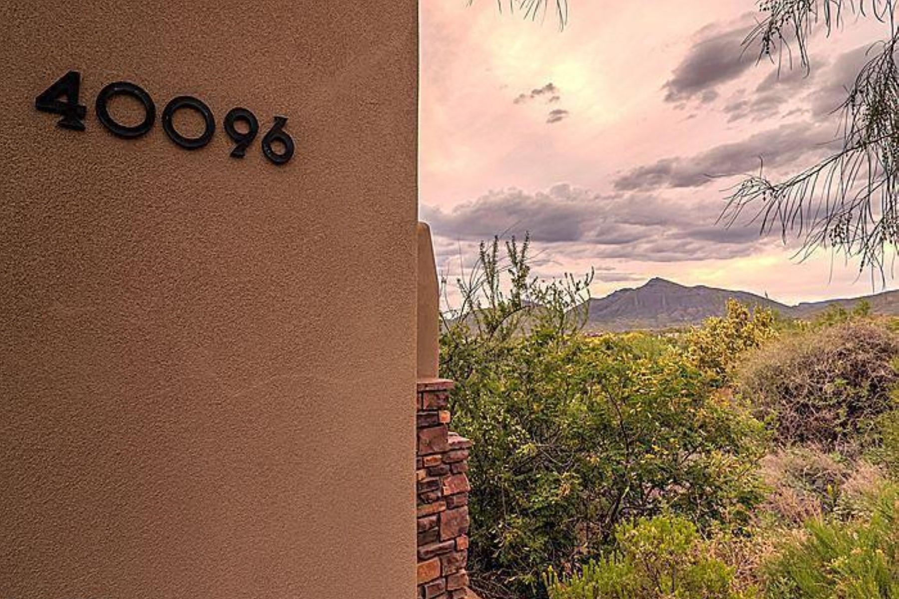 Property For Sale at Stunning cottage with awe-inspiring sunset, mountain and city light views