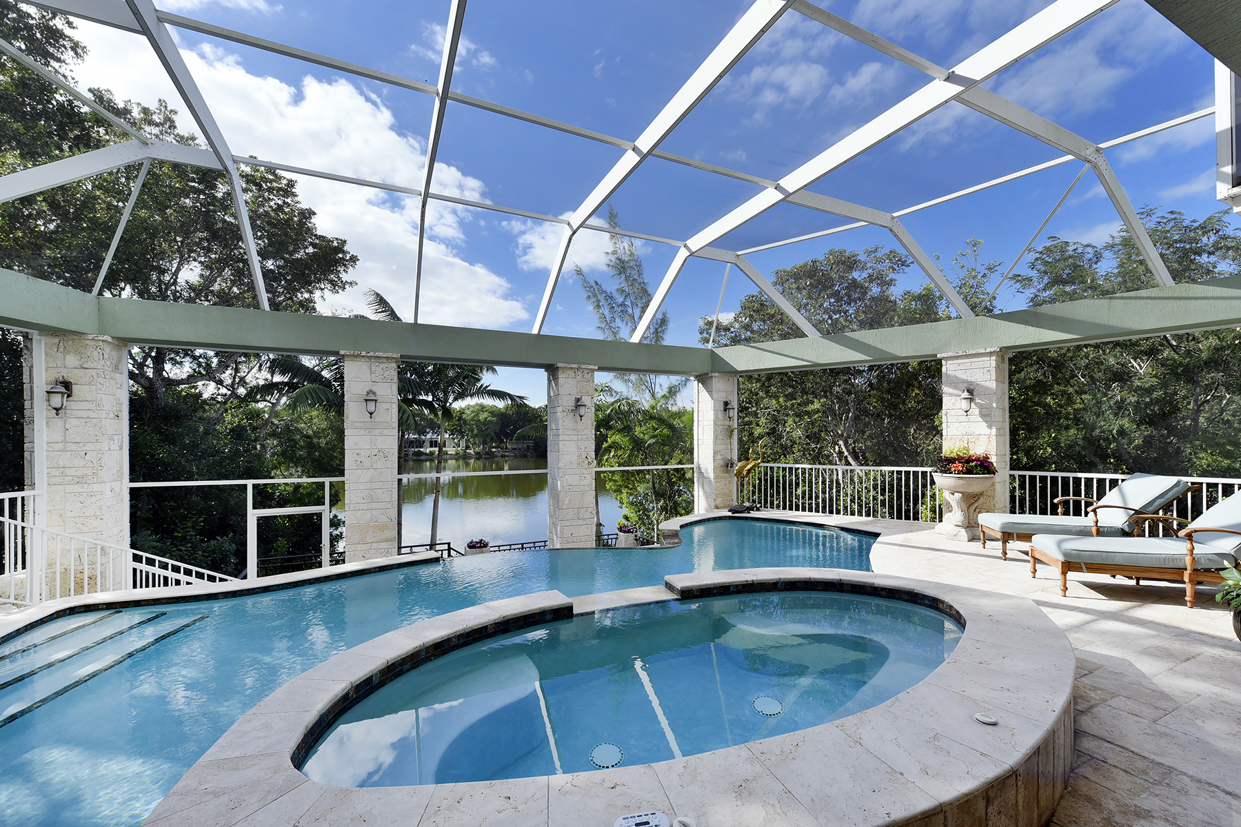 Maison unifamiliale pour l Vente à Panoramic Lakefront Views at Ocean Reef 24 Tamarind Lane Ocean Reef Community, Key Largo, Florida, 33037 États-Unis