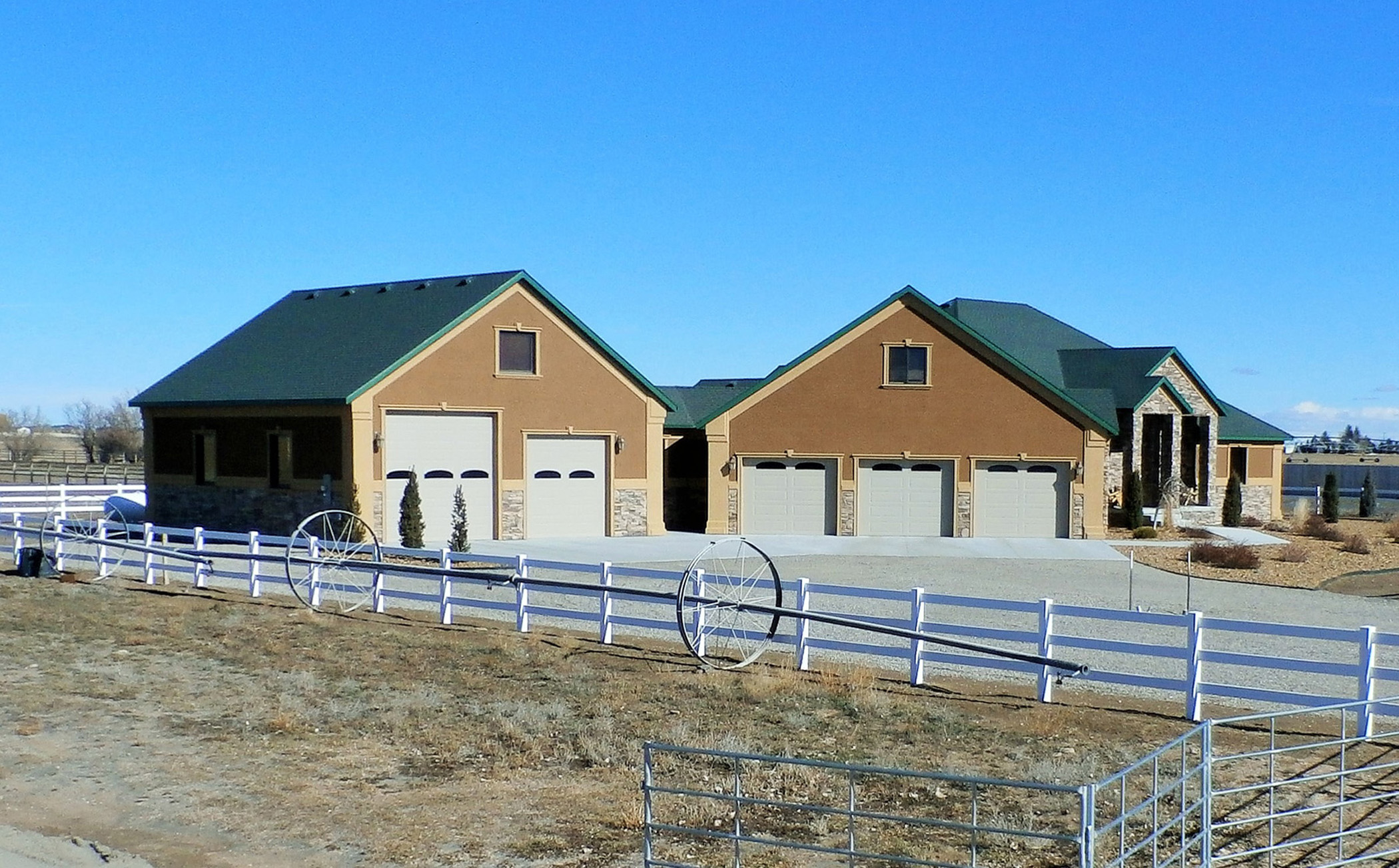 Fazenda / Quinta / Rancho / Plantação para Venda às Indoor Riding Arena and Two Custom Homes 258, 256 and 262 West 250 North Blackfoot, Idaho, 83221 Jackson Hole, Estados Unidos