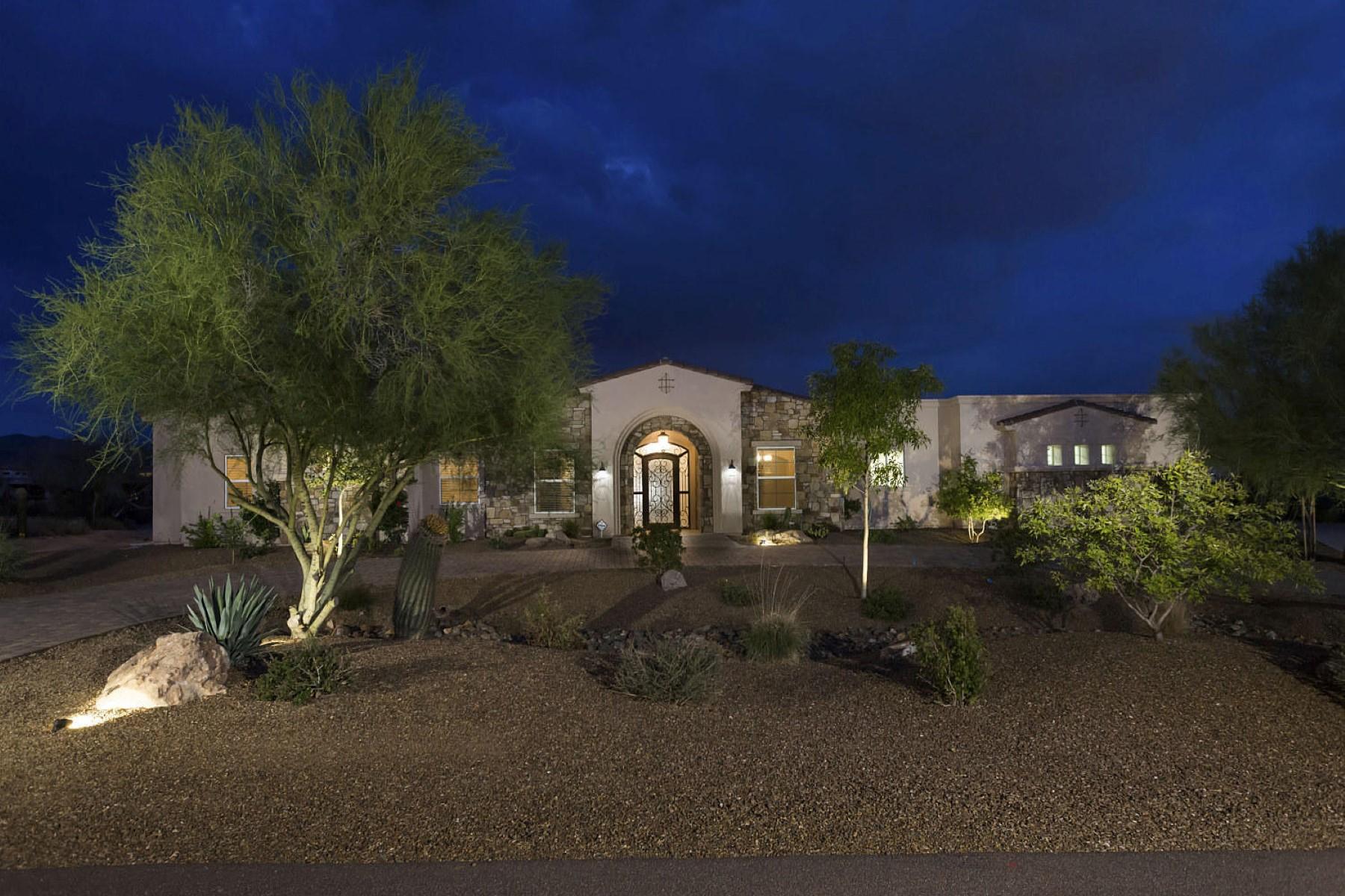 Casa Unifamiliar por un Venta en Gorgeous almost new custom on 1.03 acres offering privacy and mountain views. 8015 E WILLIAMS DR Scottsdale, Arizona 85255 Estados Unidos