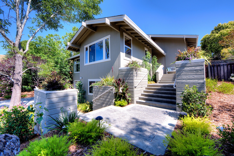 단독 가정 주택 용 매매 에 Lucas Valley Estates 6 Golden Iris Terrace San Rafael, 캘리포니아 94903 미국