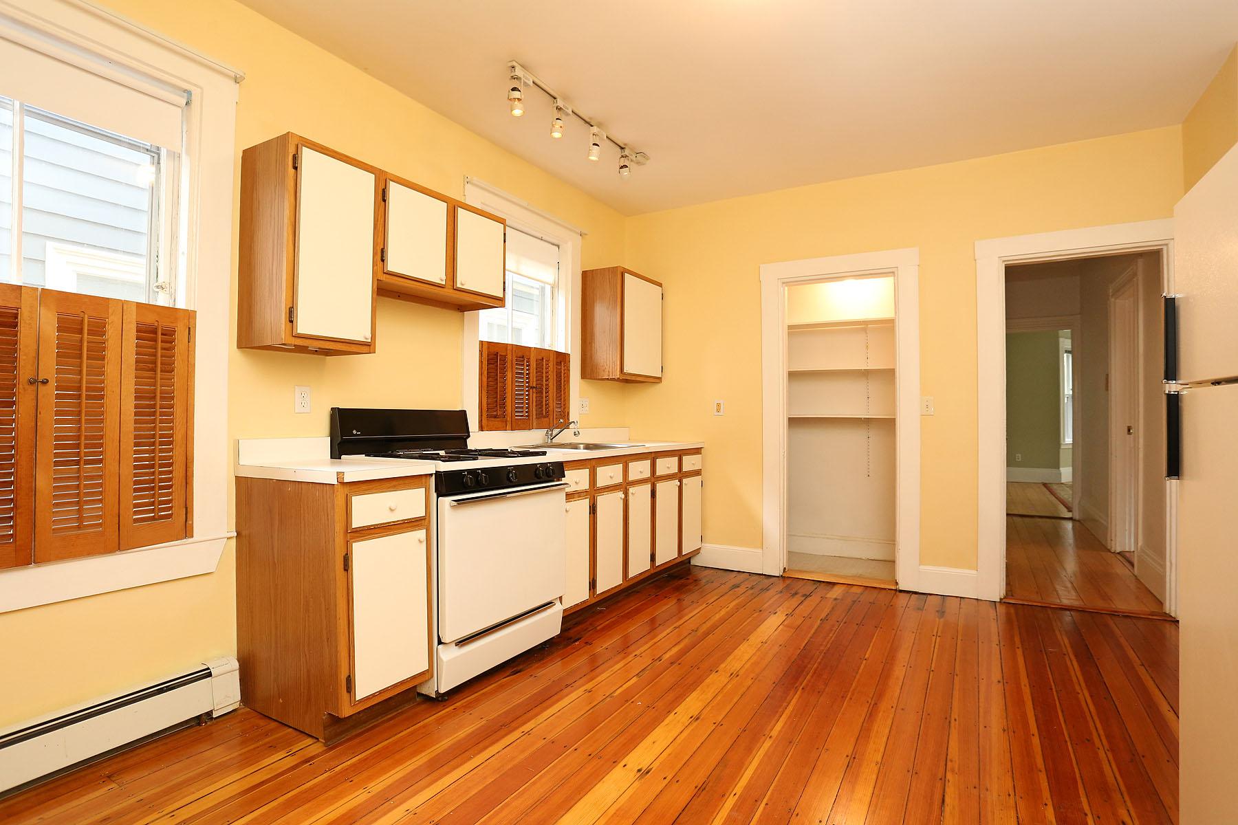 Nhà chung cư vì Bán tại Jamaica Plain Condominium 38 Custer Street Unit 1 Jamaica Plain, Boston, Massachusetts 02430 Hoa Kỳ