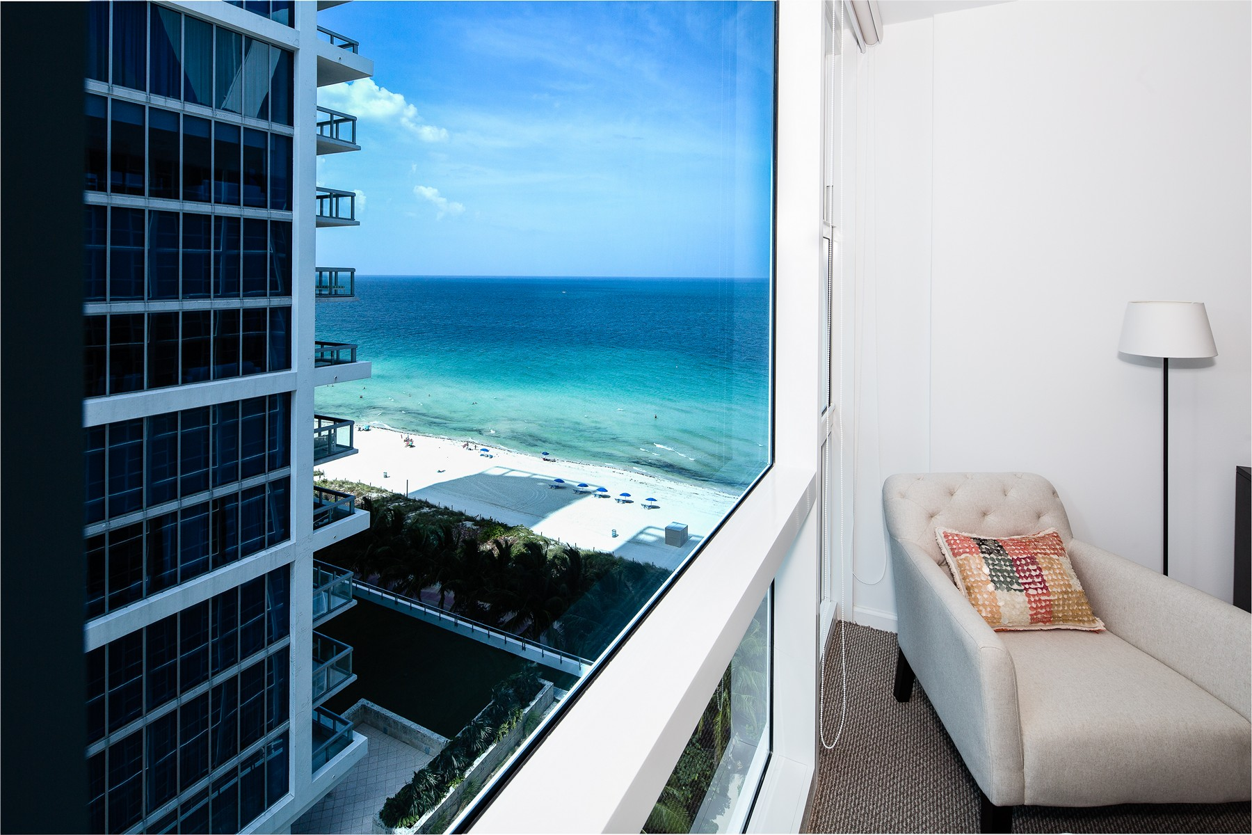 Condominio per Vendita alle ore 6801 Collins Ave # 1407 Miami Beach, Florida 33141 Stati Uniti