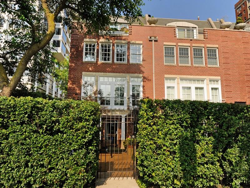 联栋屋 为 销售 在 Fantastic 3 Story Townhouse 4272 North Marine Drive Chicago, 伊利诺斯州 60613 美国