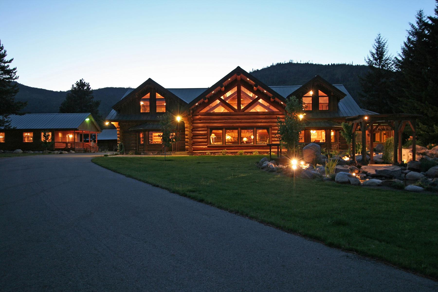 農場/牧場 / プランテーション のために 売買 アット Premier Log Estate 6387 W Sturgeon Rd Rathdrum, アイダホ 83858 アメリカ合衆国
