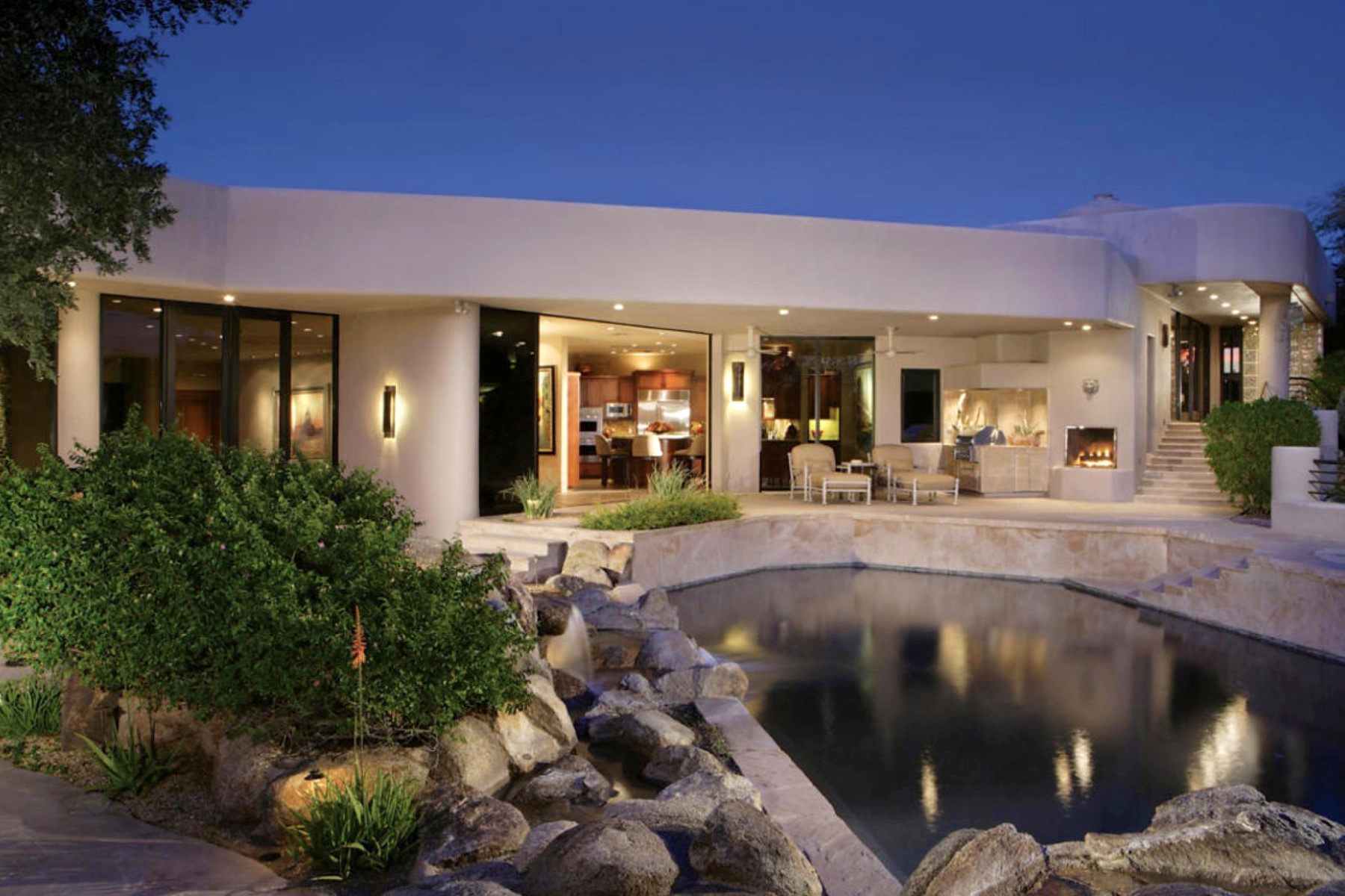 Casa para uma família para Venda às Fantastic Executive Retreat Discreetly Tucked Into The Mountain 5913 N La Colina Drive Paradise Valley, Arizona 85253 Estados Unidos