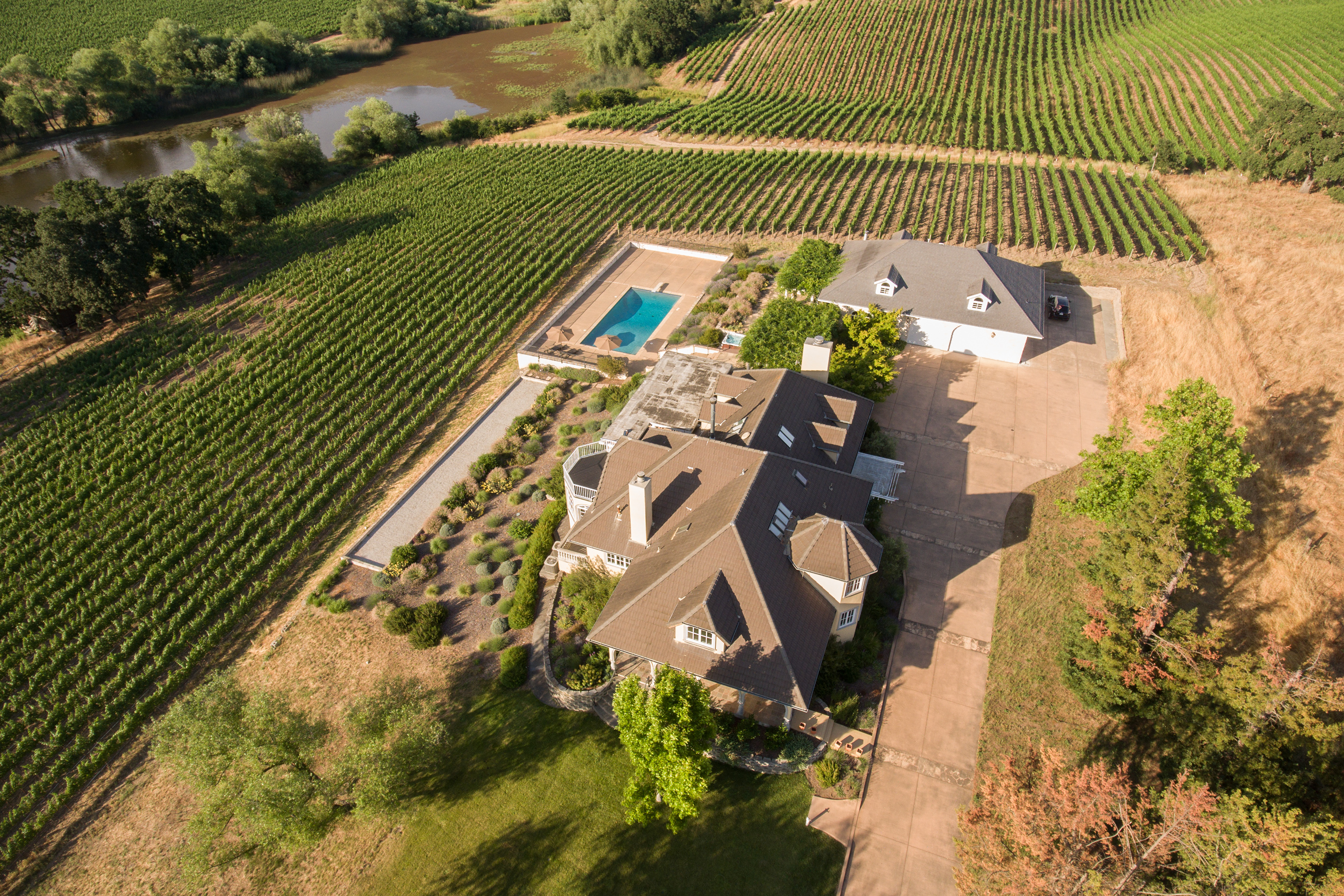 独户住宅 为 销售 在 Napa Valley Vineyard Estate with Panoramic Views 1100 Hardman Avenue 纳帕, 加利福尼亚州 94558 美国