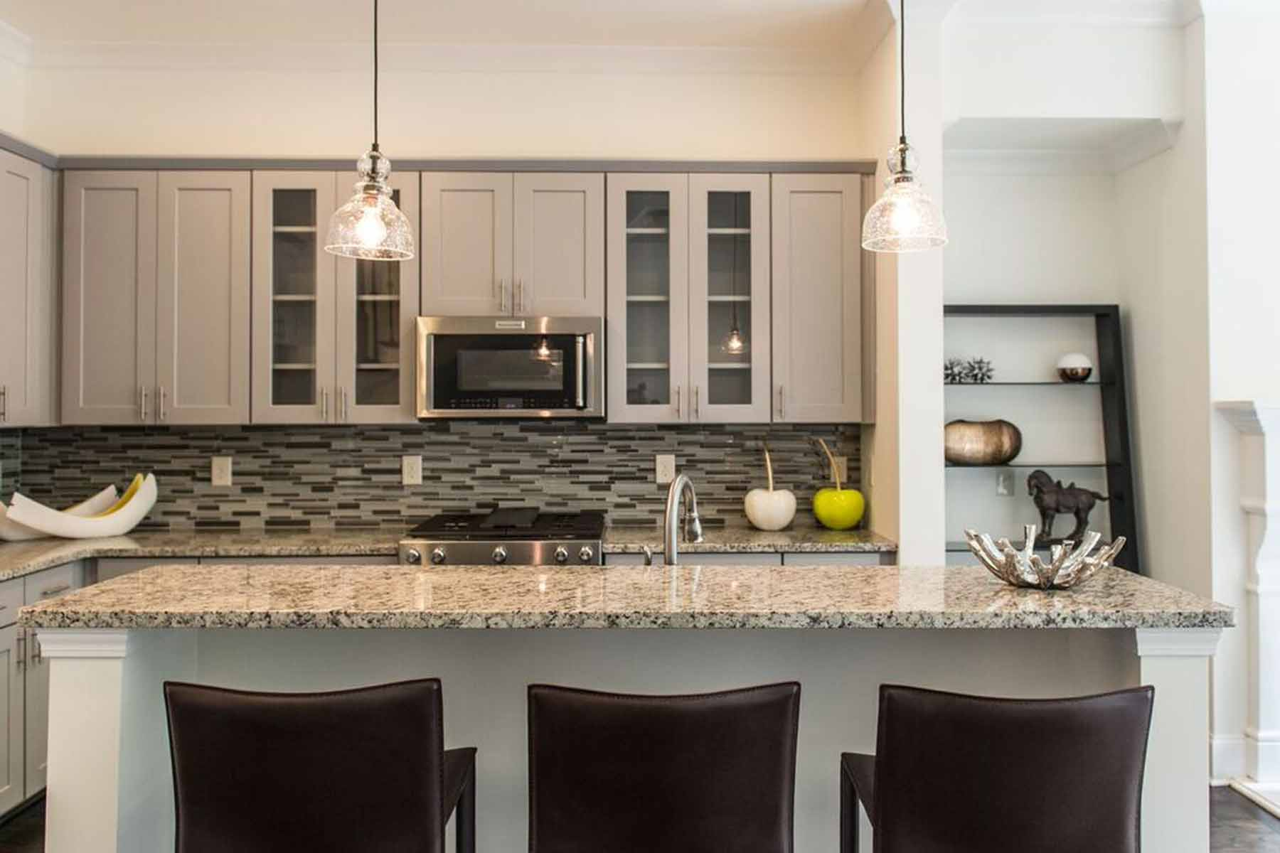Additional photo for property listing at Brand New Townhomes near Emory 1212 Virginia Court NE Unit 206 Atlanta, Georgië 30306 Verenigde Staten