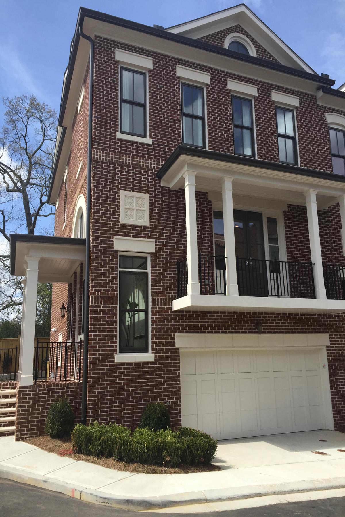 Residência urbana para Venda às Beautifully Crafted Townhome 3728 Paige Way Atlanta, Geórgia, 30319 Estados Unidos