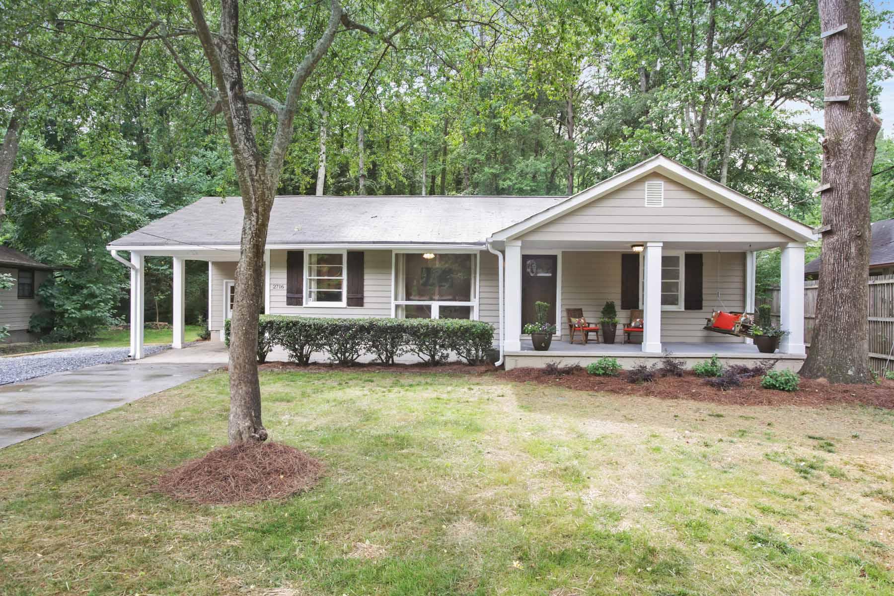 Maison unifamiliale pour l Vente à Bungalow With Custom Renovation In The Heart Of Ashford Park! 2716 S Bamby Lane NE Ashford Park, Atlanta, Georgia, 30319 États-Unis
