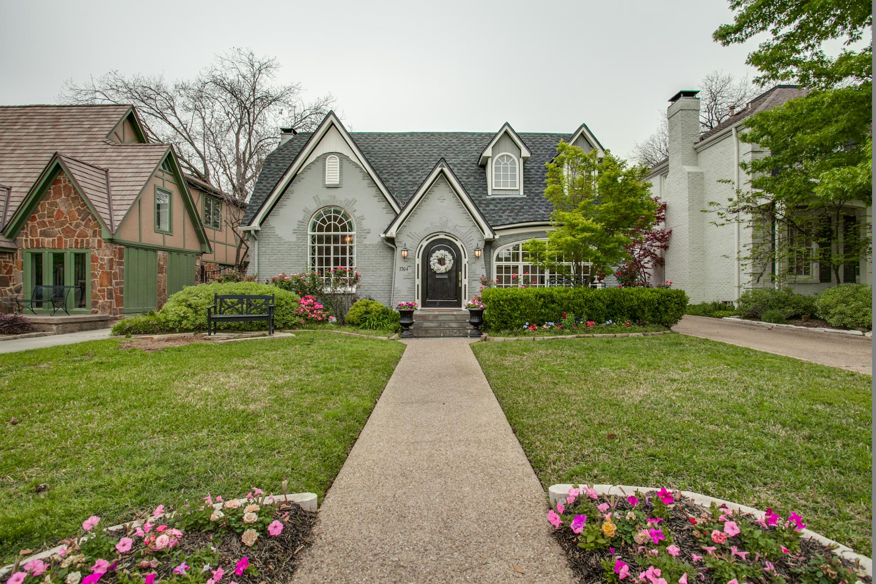 獨棟家庭住宅 為 出售 在 Charming Tudor in University Park 3304 Stanford Avenue Dallas, 德克薩斯州, 75225 美國