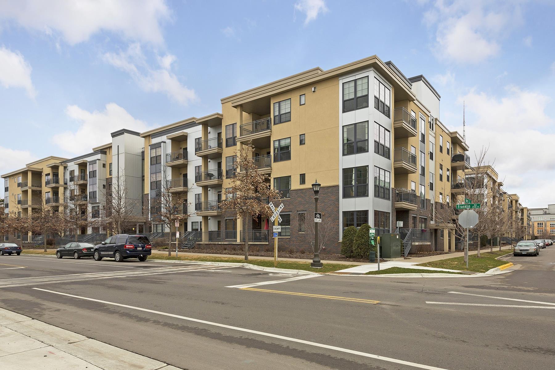 独户住宅 为 销售 在 2565 Franklin Avenue #304 2565 Franklin Ave #304 圣保罗, 明尼苏达州, 55114 美国