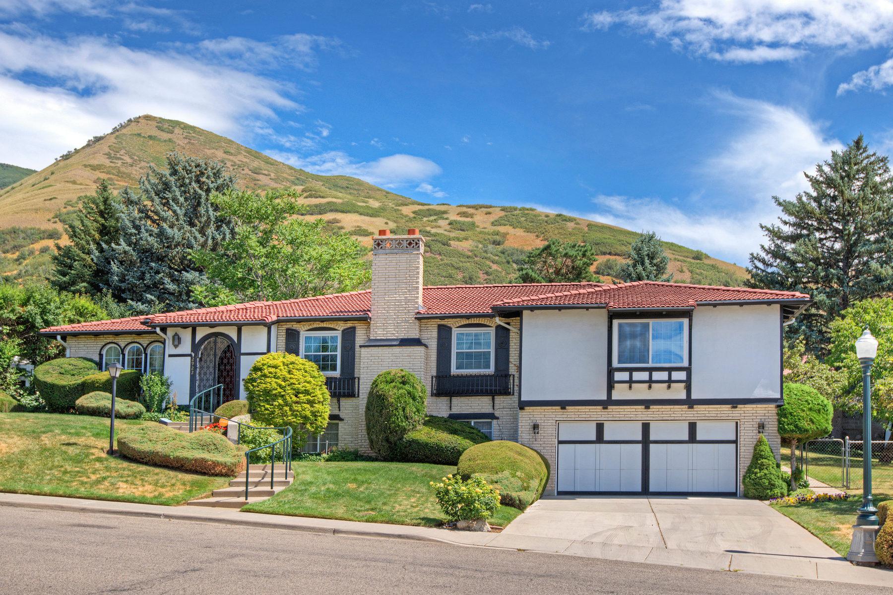 Villa per Vendita alle ore Blank Canvas in Prestigious St Mary's 2922 St Mary's Way Salt Lake City, Utah 84108 Stati Uniti