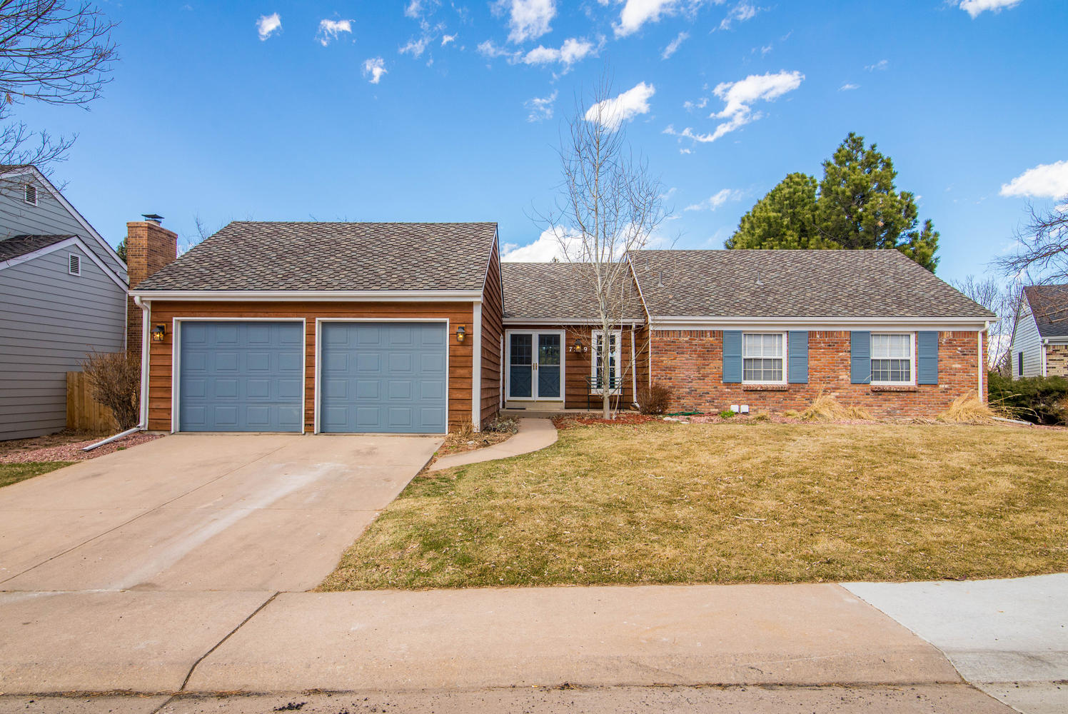 Single Family Home for Active at Walk-out ranch home in Homestead Willows 7259 E Costilla Dr Centennial, Colorado 80112 United States