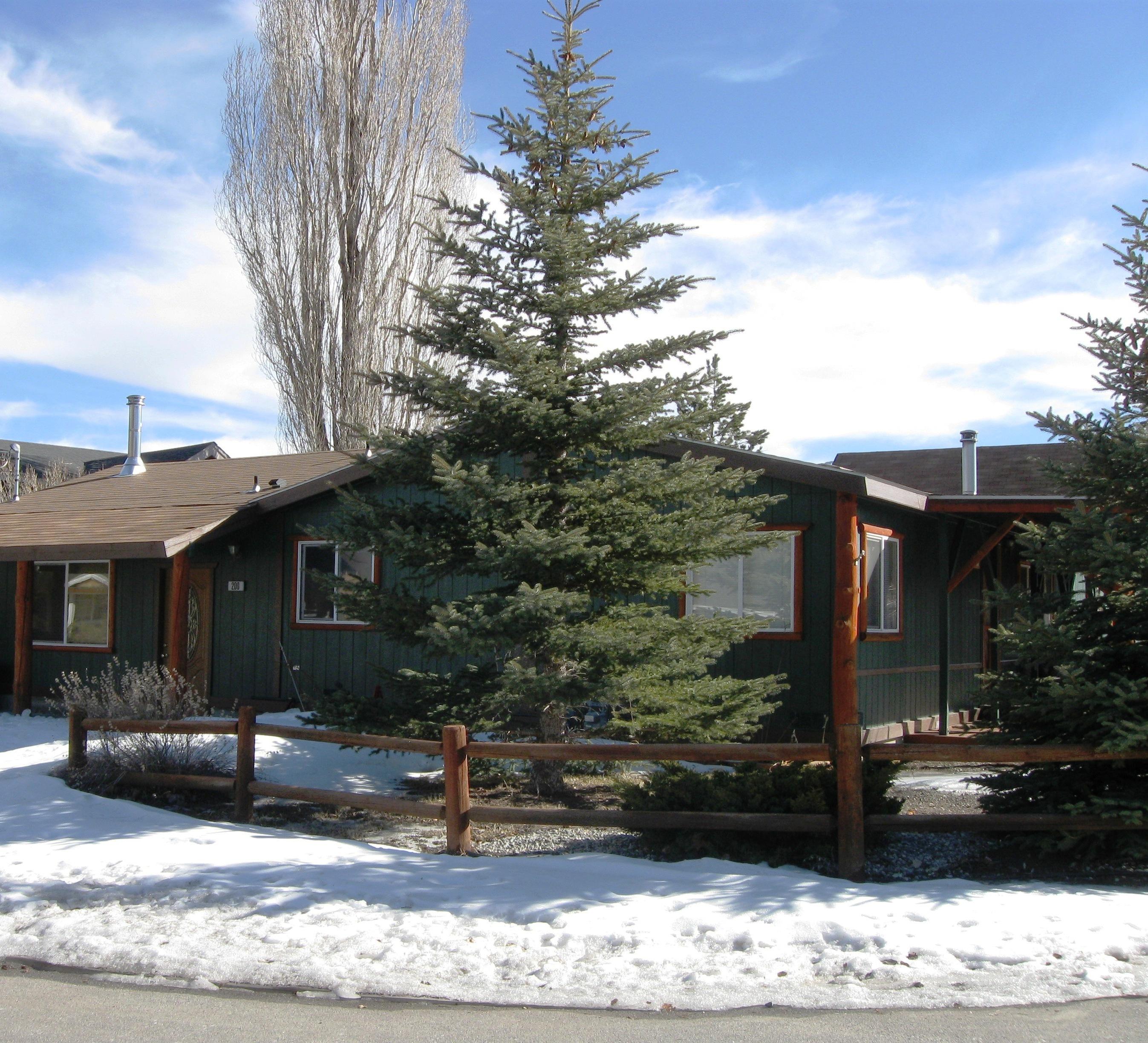 Single Family Home for Sale at 200 San Anselmo Big Bear City, California 92314 United States