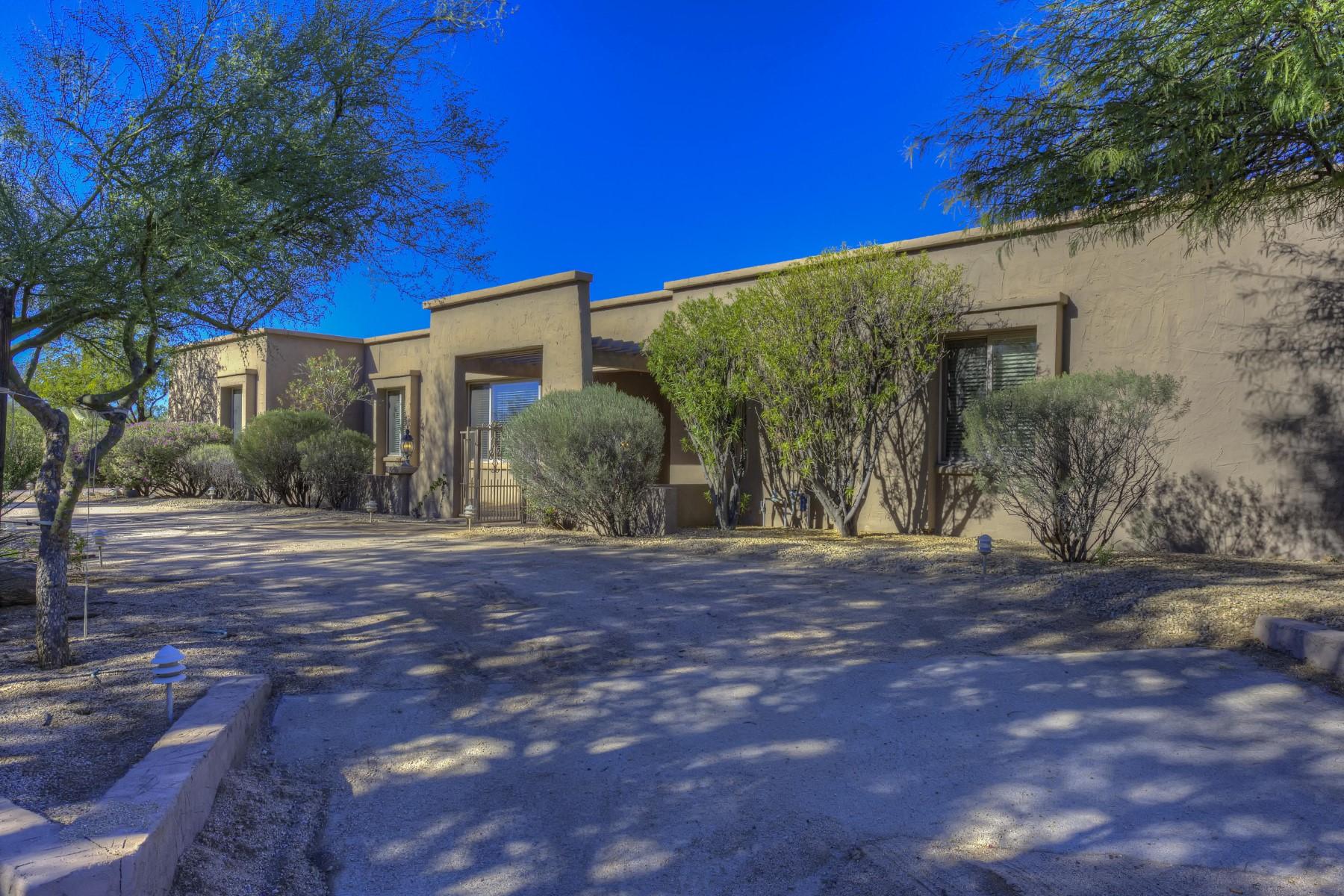 단독 가정 주택 용 매매 에 Charming home in the gated subdivision of Pinnacle Peak Estates 2 8028 E Via De Luna Dr Scottsdale, 아리조나, 85261 미국
