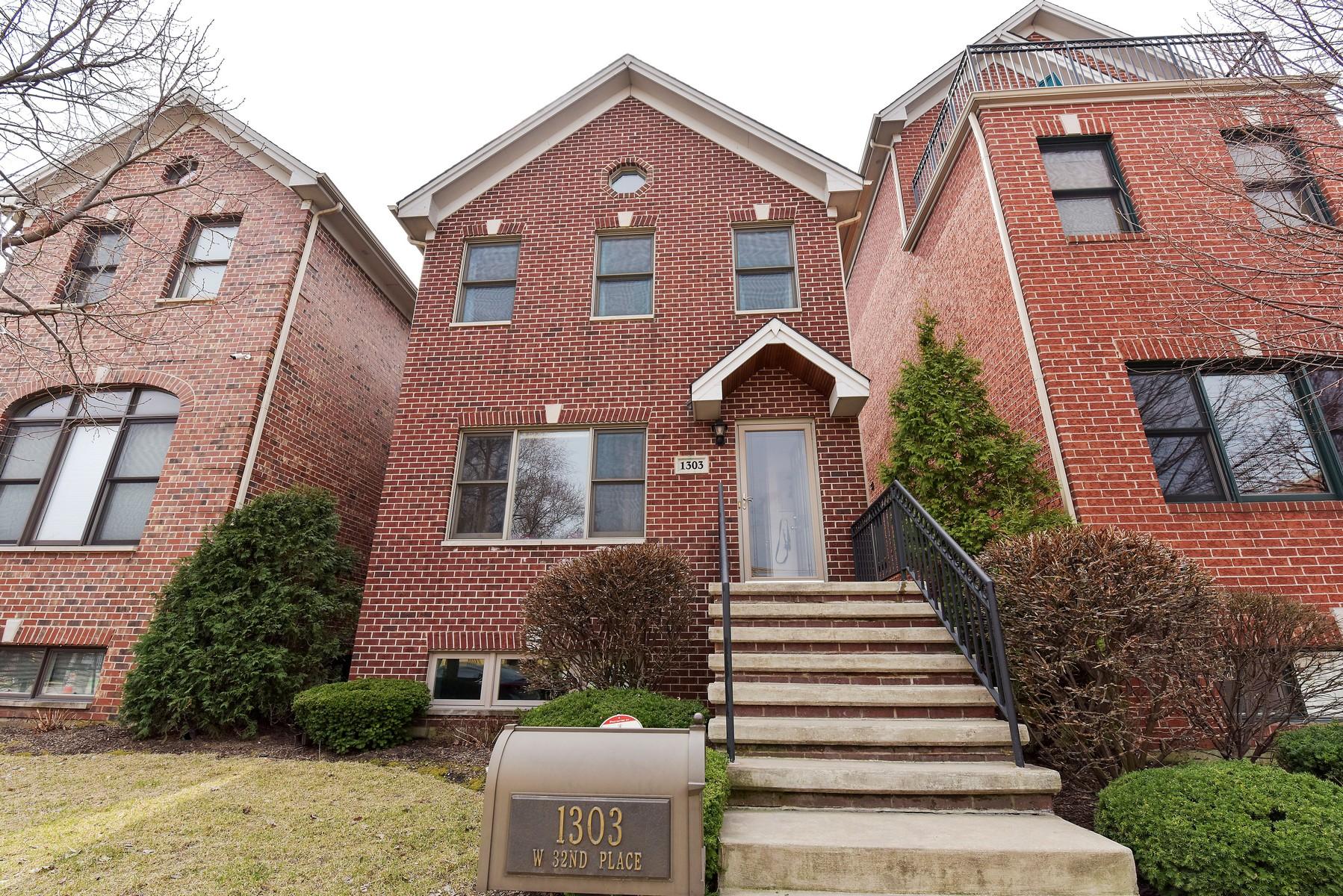 Maison unifamiliale pour l Vente à Beautiful Bridgeport Village Home 1303 W 32nd Place Bridgeport, Chicago, Illinois, 60608 États-Unis