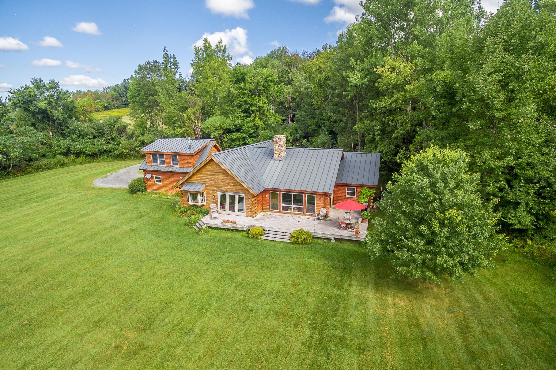 独户住宅 为 销售 在 Country Chic Log Home 55 Kelley Hill Rd 丹比, 05739 美国