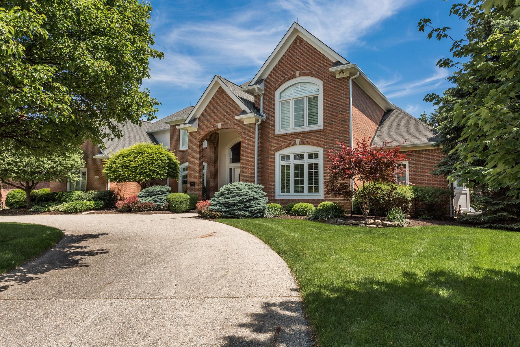 独户住宅 为 销售 在 Extraordinary One Owner Home 10493 Bishop Circle 卡梅尔, 印第安纳州, 46032 美国
