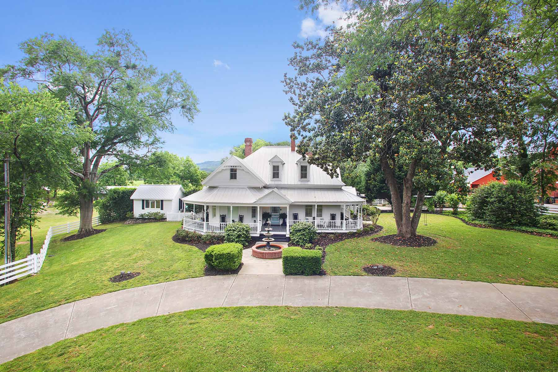Single Family Home for Active at This Perfect Historic Home Awaits You in Taylorsville! 24 Main Street Taylorsville, Georgia 30178 United States