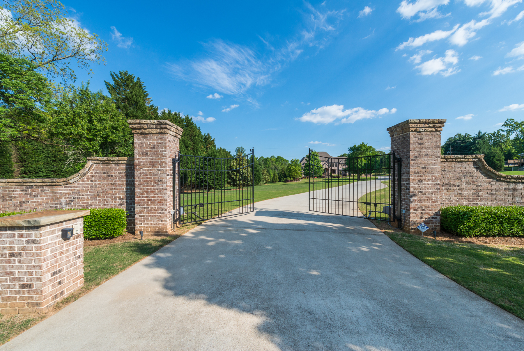 獨棟家庭住宅 為 出售 在 Suwanee Farm 5233 Moore Road Suwanee, 喬治亞州 30024 美國