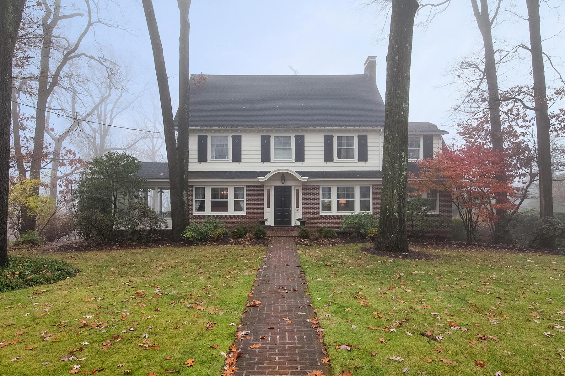 Casa Unifamiliar por un Alquiler en Grand Center Hall Colonial 212 Oak Ridge Avenue Summit, Nueva Jersey 07901 Estados Unidos