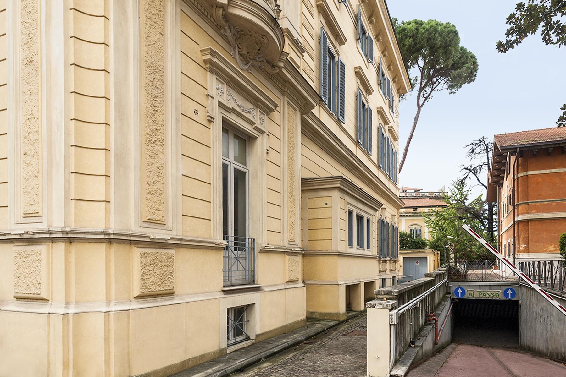 Additional photo for property listing at Magnifique Villa Art Deco dans le centre de Rome Via Piemonte Rome, Rome 00187 Italie