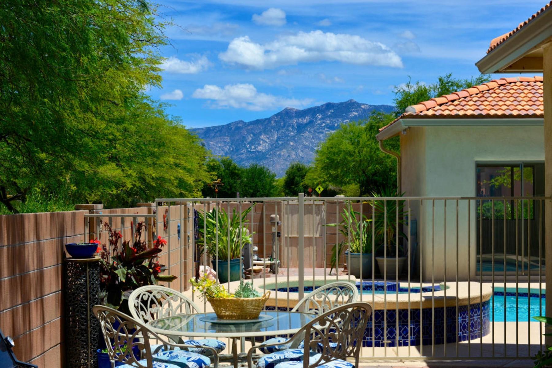 Частный односемейный дом для того Продажа на Charming, private, serene, convenient and immaculate home 13117 N Vintage Drive Oro Valley, Аризона 85755 Соединенные Штаты