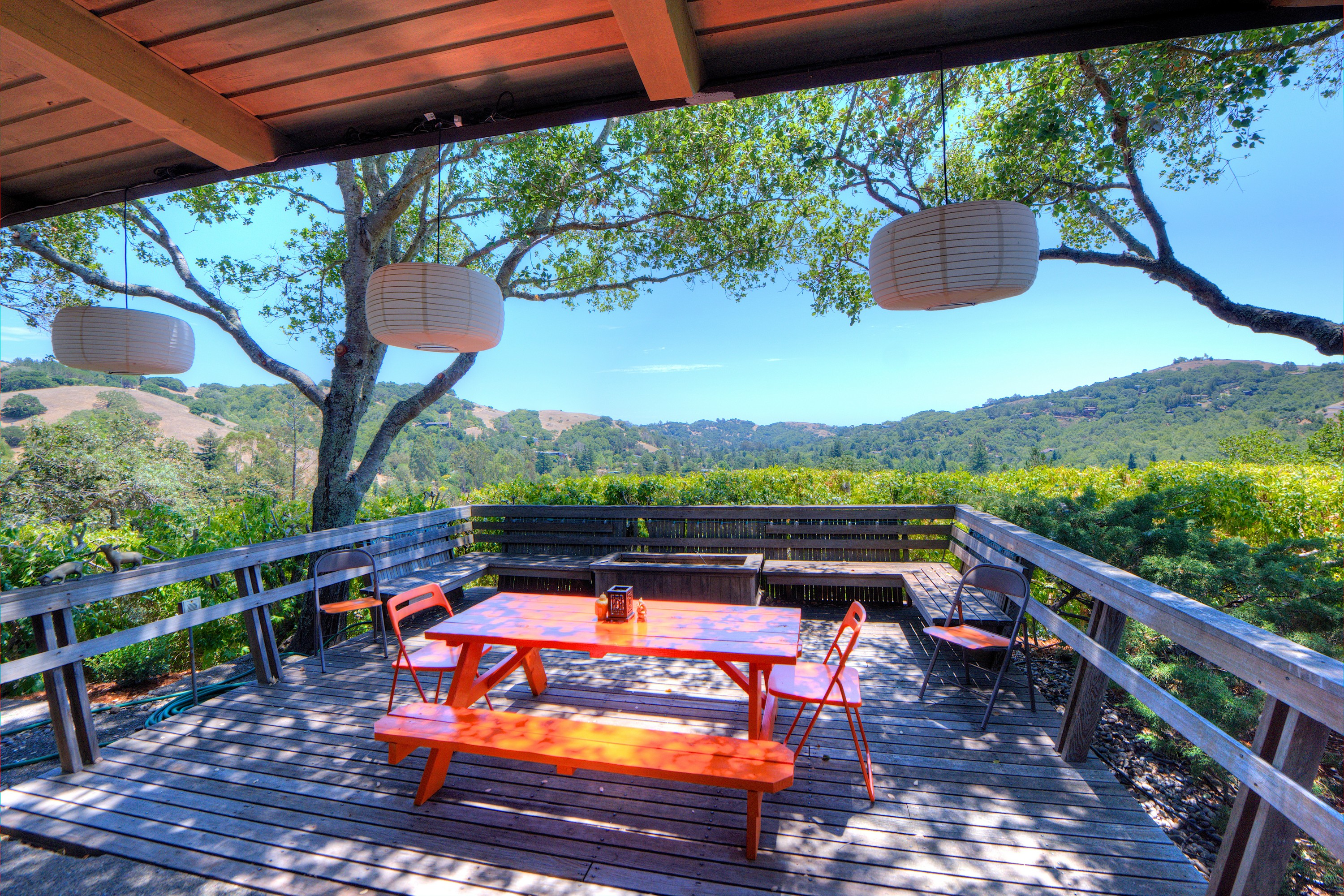 Single Family Home for Sale at Spacious Mid Century Modern on Gorgeous Lot! 140 Crane Drive San Anselmo, California 94960 United States
