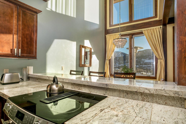 タウンハウス のために 売買 アット Chambertin Townhome #5 420 Nottingham Road #5 Avon, コロラド, 81620 アメリカ合衆国